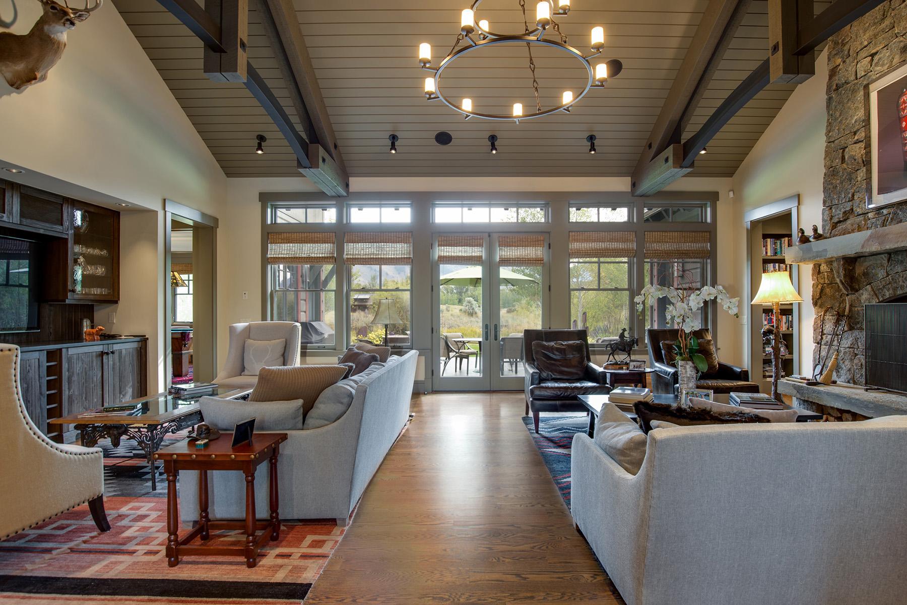 Single Family Homes pour l Vente à Contemporary 3 Creek Cabin With 2 Lots 2730 W Otter Ln & 2735 Silver Fox Ln, Jackson, Wyoming 83001 États-Unis