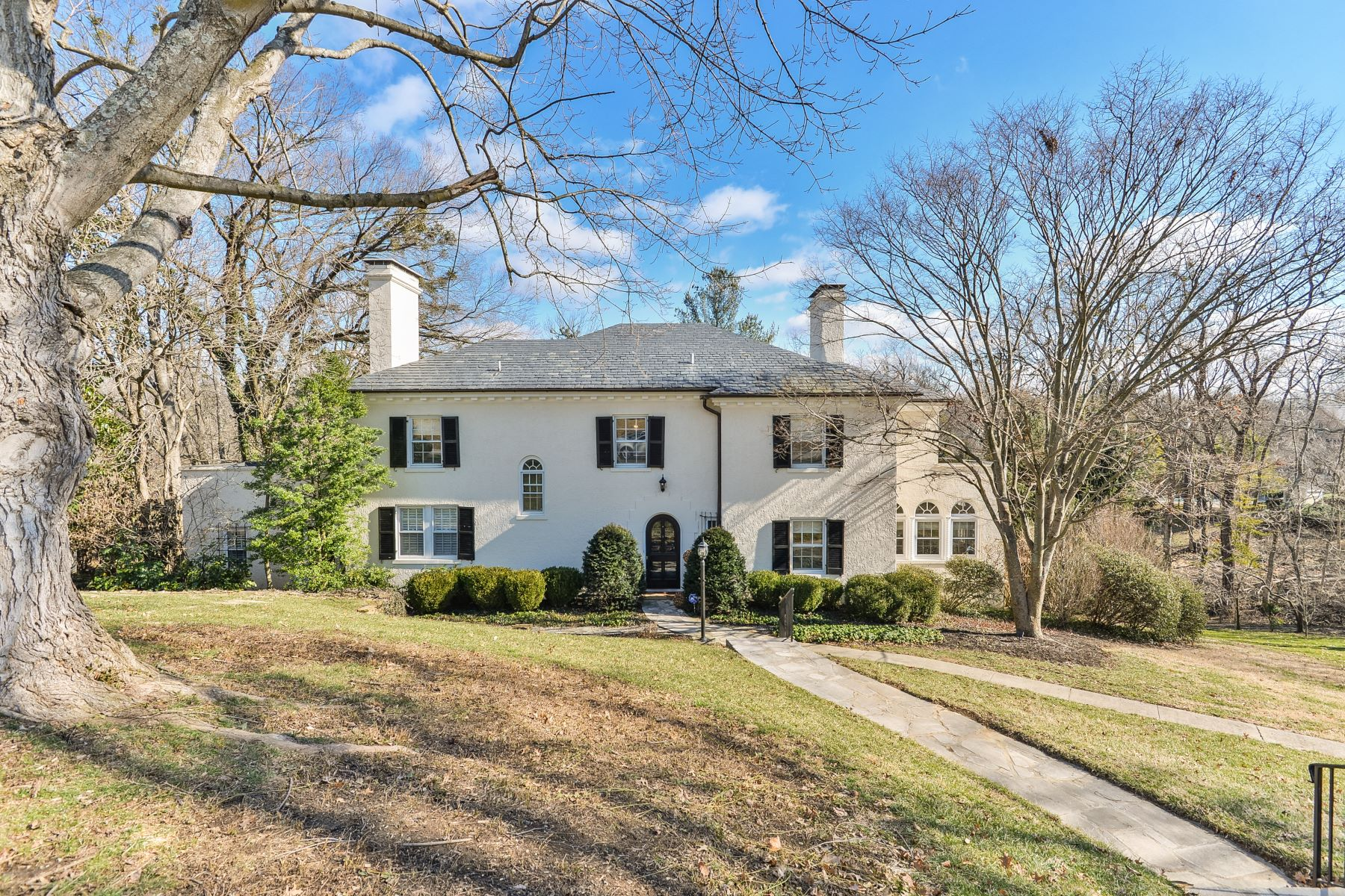 Single Family Home for Sale at 420 Mockingbird Hill Road 420 Mockingbird Hill Road Louisville, Kentucky 40207 United States