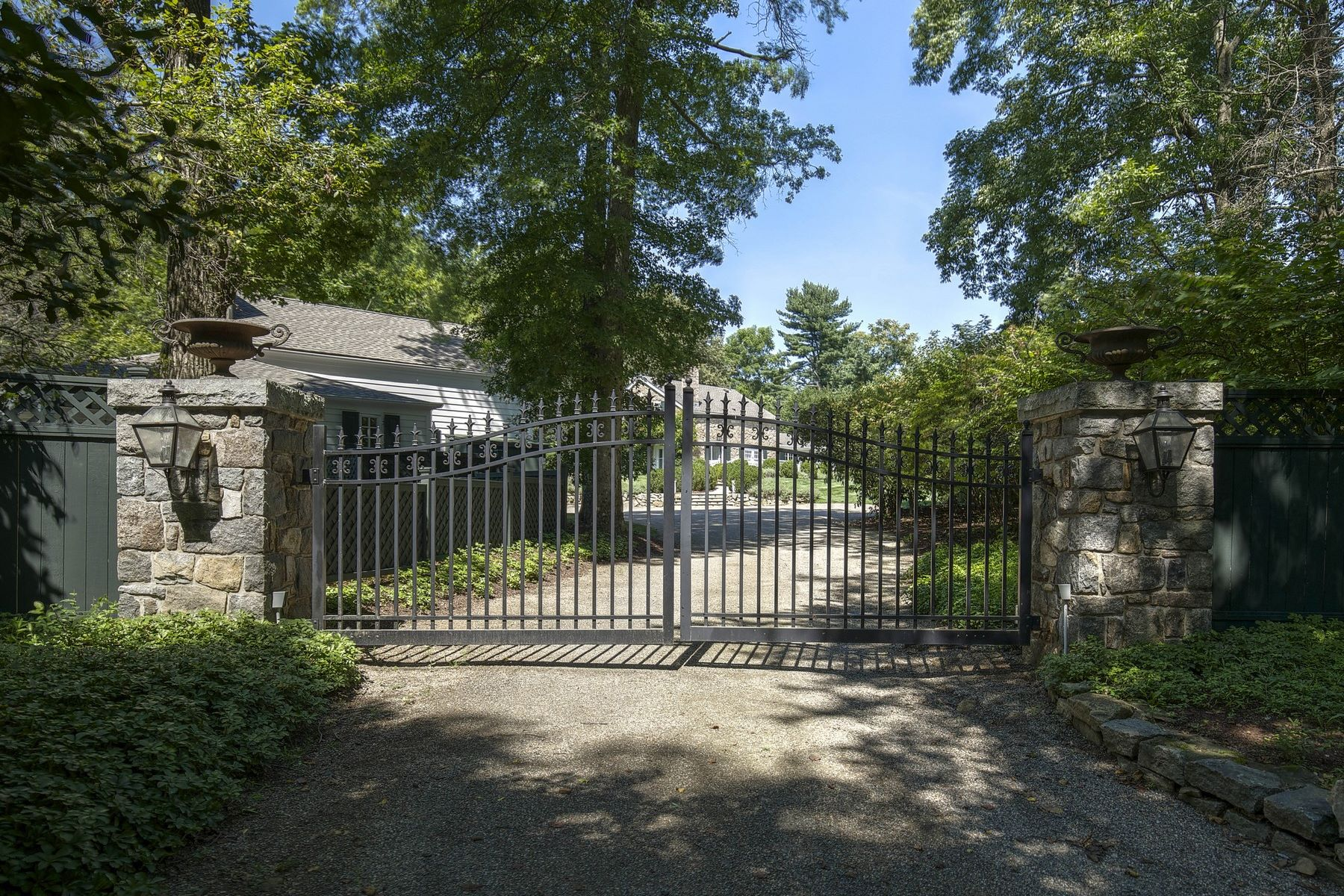 Casa Unifamiliar por un Alquiler en Captivating Carriage House Compound 86 Dryden Road, Bernardsville, Nueva Jersey, 07920 Estados Unidos