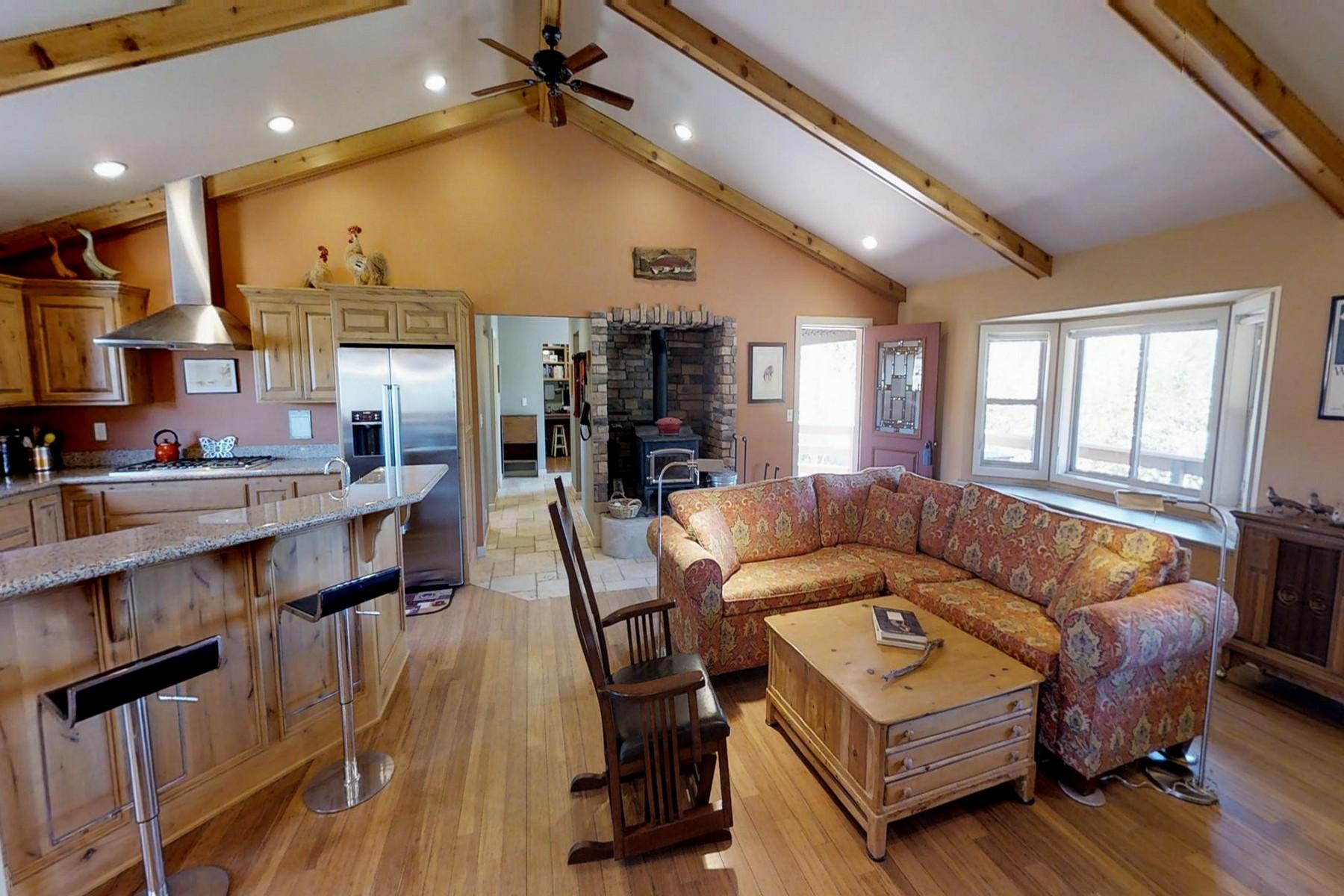 Casa Unifamiliar por un Venta en 47070 Old Pioneer Town Road, Baldwin Lake, Calif. 92314 47070 Old Pioneer town Road Big Bear City, California 92314 Estados Unidos