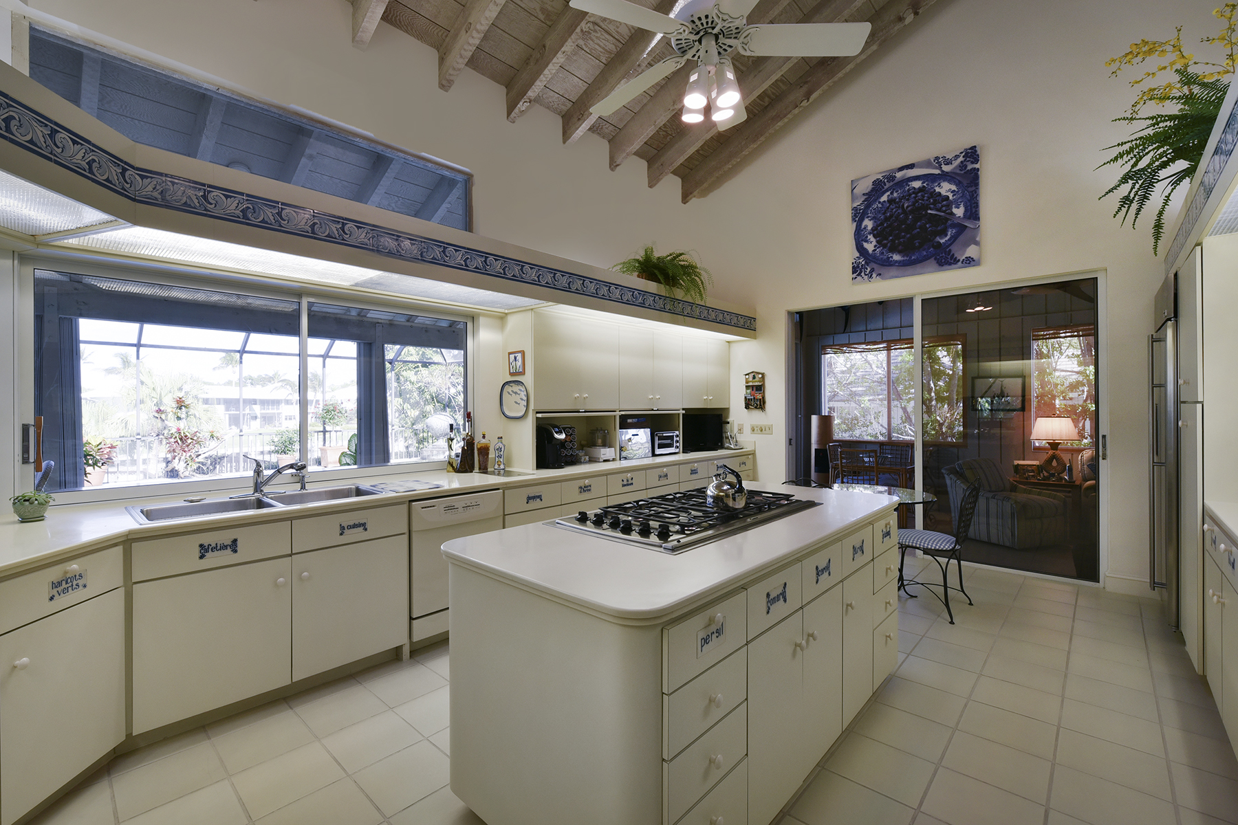 Additional photo for property listing at Contemporary Waterfront Home at Ocean Reef 61 Tarpon Lane Key Largo, Florida 33037 United States