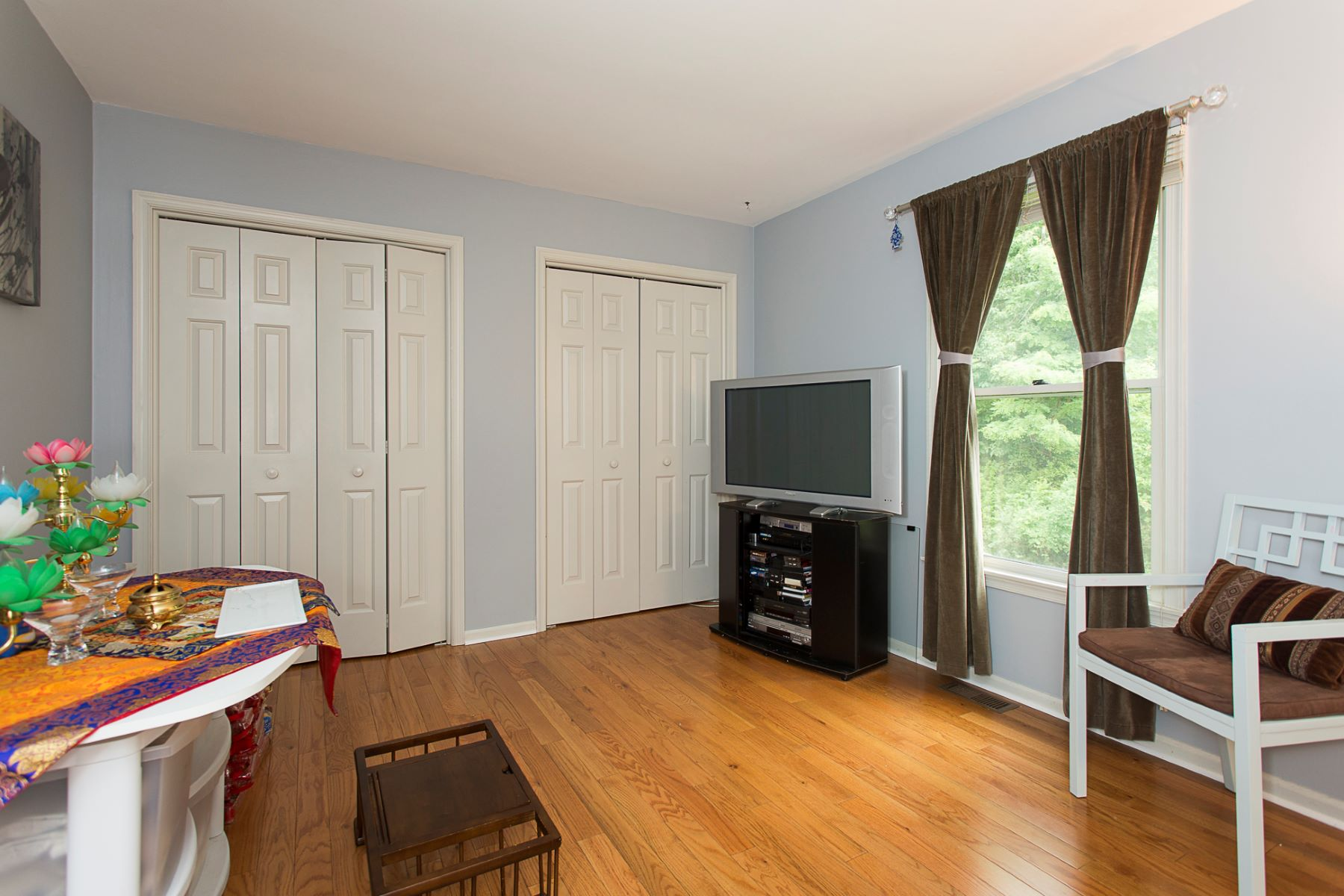 Additional photo for property listing at A Most Elegant Host and Haven in Kingsbrook 6 Registry Road, Lawrenceville, New Jersey 08648 United States