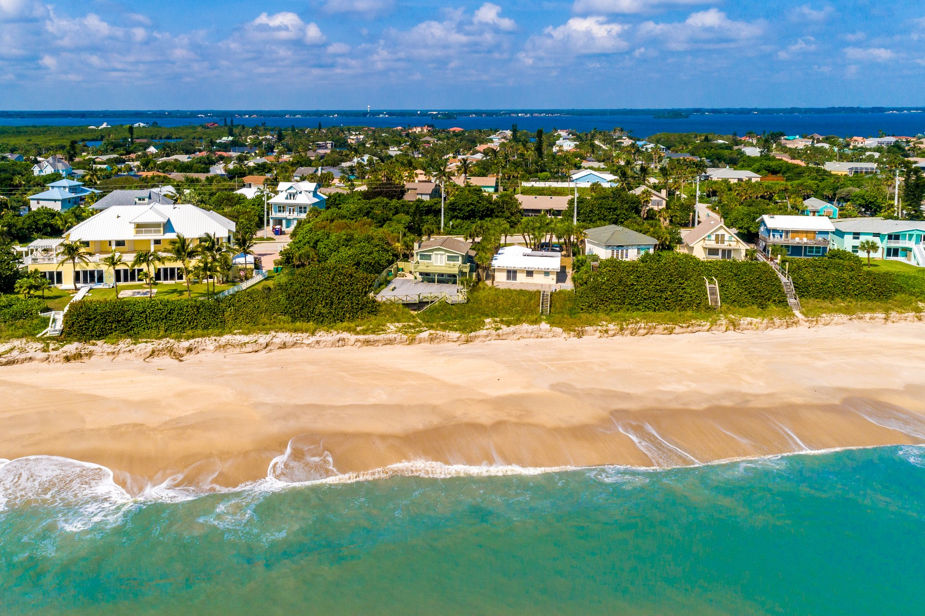 Additional photo for property listing at Oceanfront Home with Incredible Ocean Views Along Beautiful Melbourne Beach 5035 Highway A1A Melbourne Beach, Florida 32951 United States