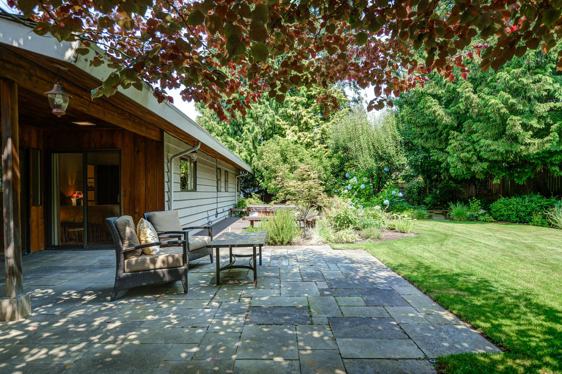 Additional photo for property listing at Yarrow Point Home 4408 92nd Ave NE 亚罗, 华盛顿州 98004 美国