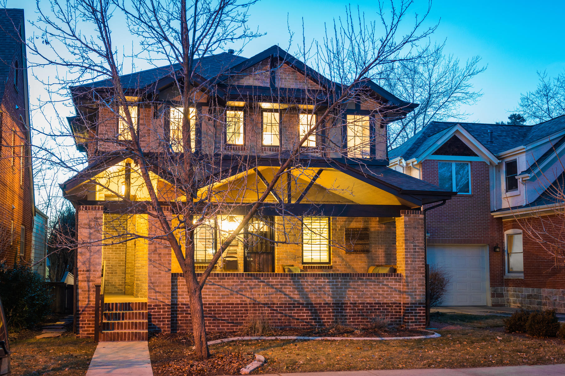 Single Family Home for Active at Brilliant and ultra-cozy East Wash Park space created for entertaining! 545 S Race St Denver, Colorado 80209 United States