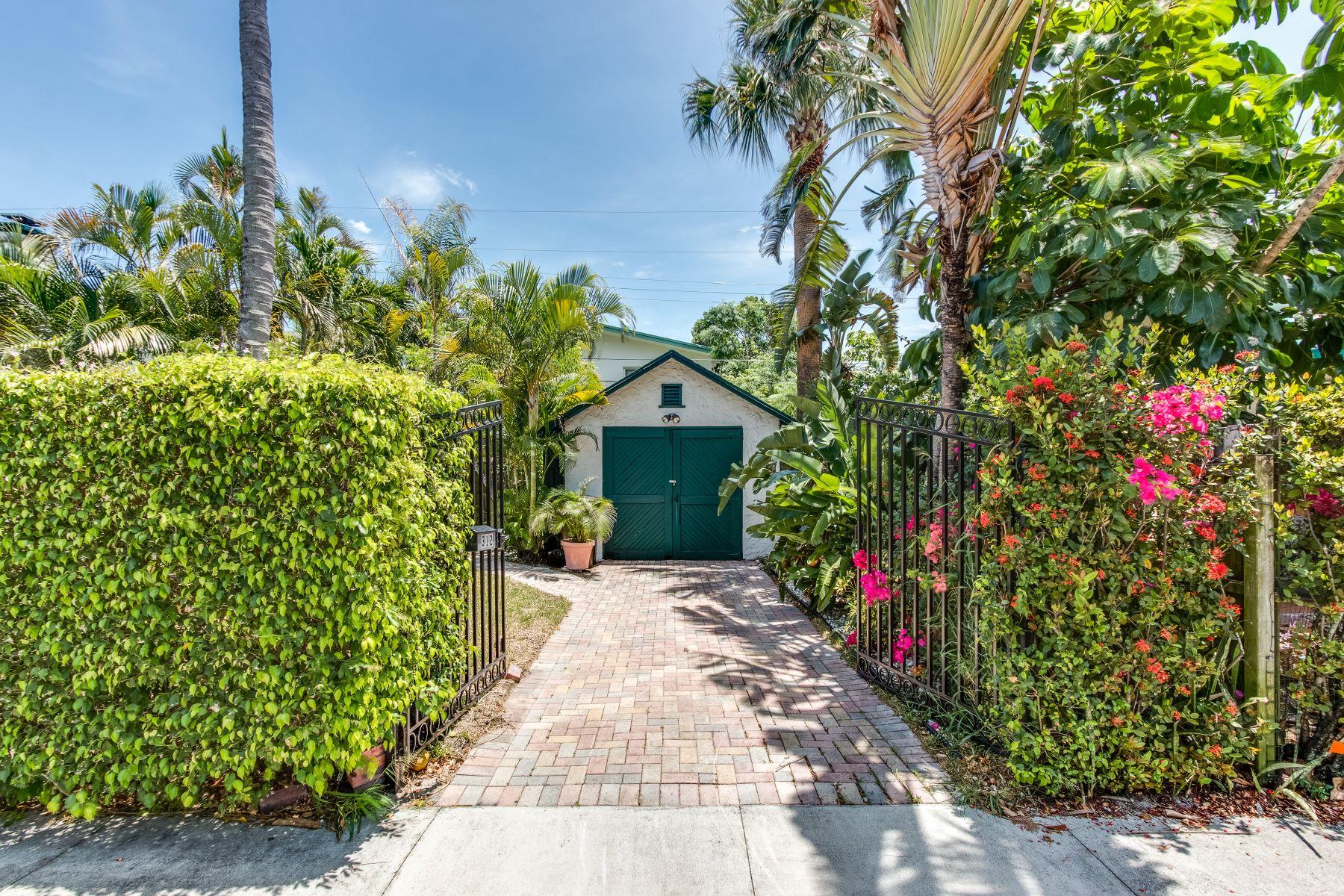 Nhà ở một gia đình vì Bán tại 312 Central Drive West Palm Beach, Florida, 33405 Hoa Kỳ