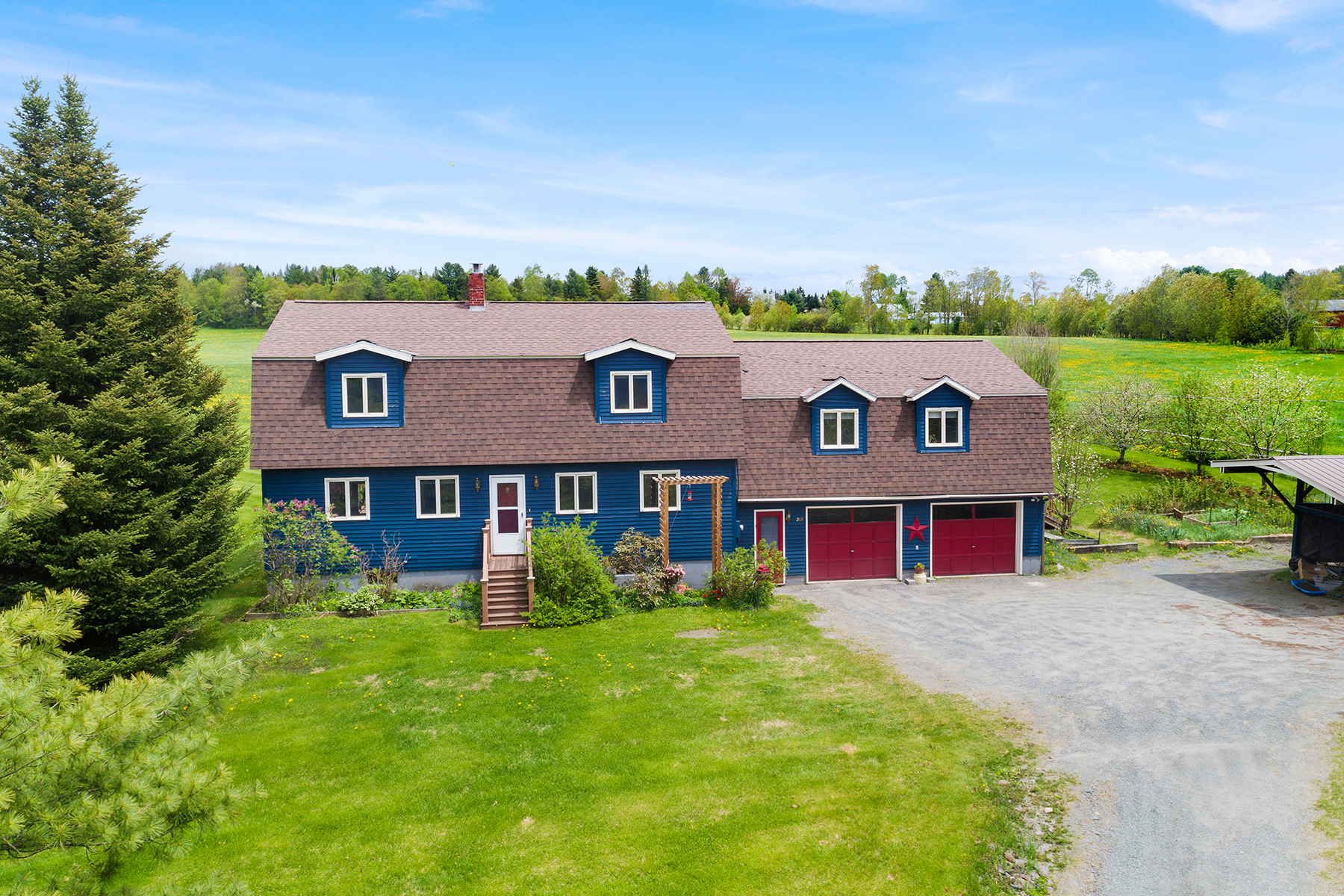 Single Family Homes for Sale at 283 East Village Road, Waterford 283 East Village Rd Waterford, Vermont 05819 United States