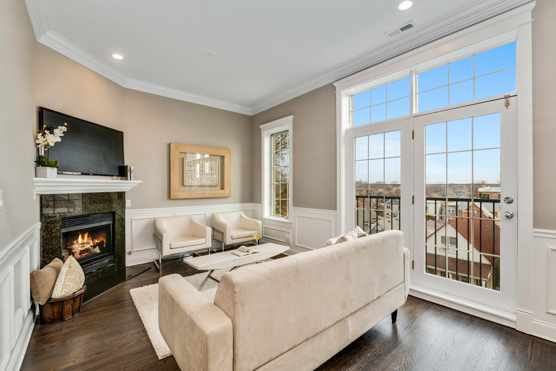 Single Family Home for Sale at Top Floor Unit with Private Rooftop 2248 W Foster Avenue Unit 4, Lincoln Square, Chicago, Illinois, 60625 United States