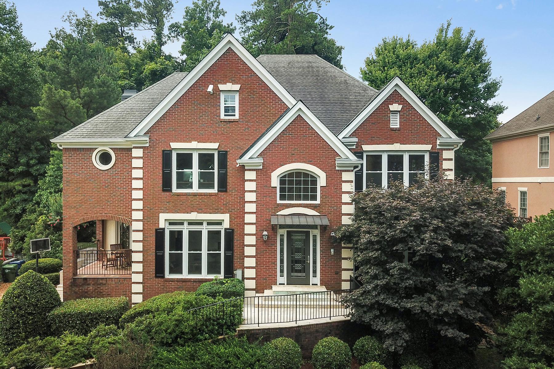 Частный односемейный дом для того Продажа на Luxurious Gated Buckhead Home 6 Wieuca Trace NE Atlanta, Джорджия 30342 Соединенные Штаты