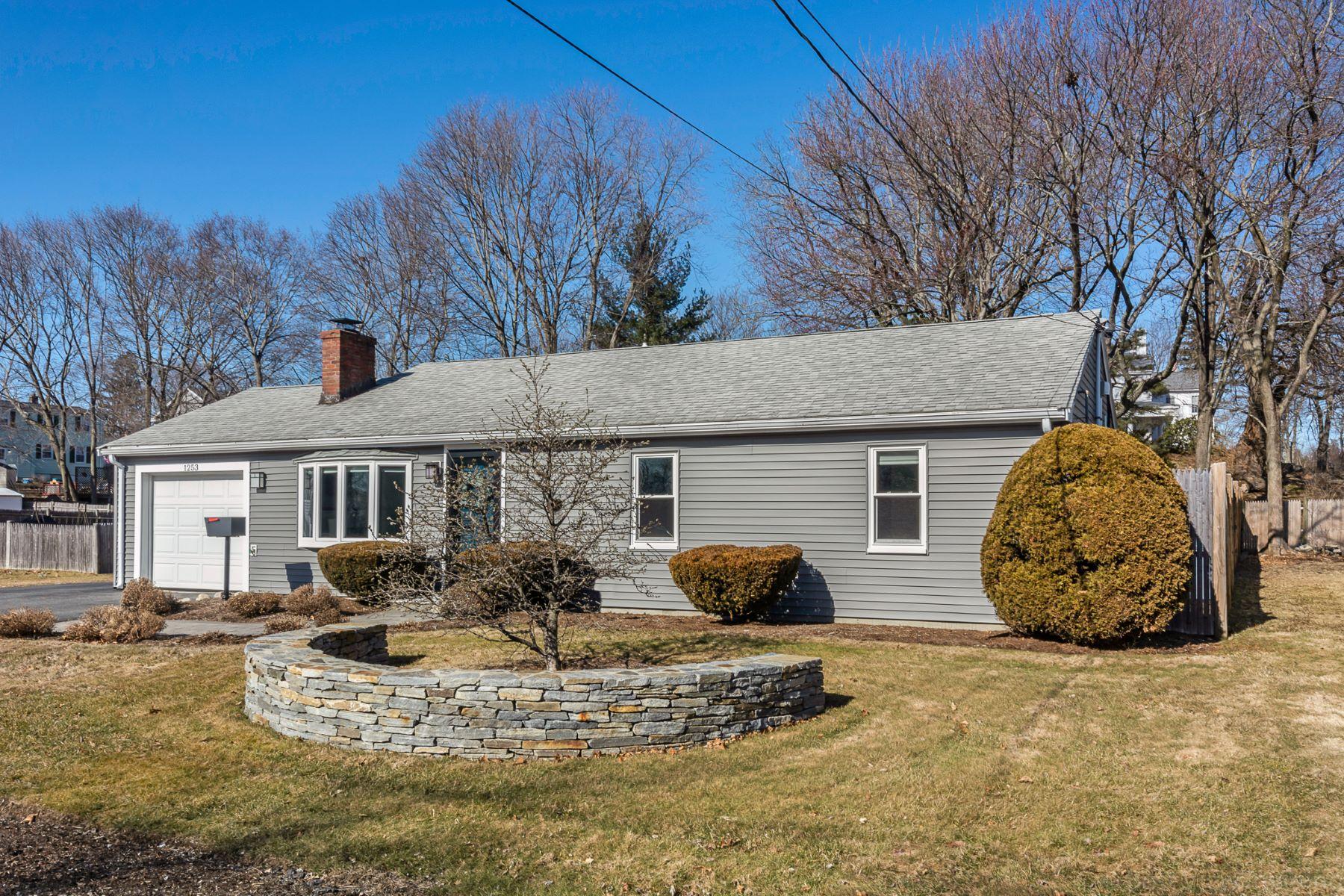 Single Family Homes 为 销售 在 1253 Trapelo Road 沃尔瑟姆, 马萨诸塞州 02451 美国