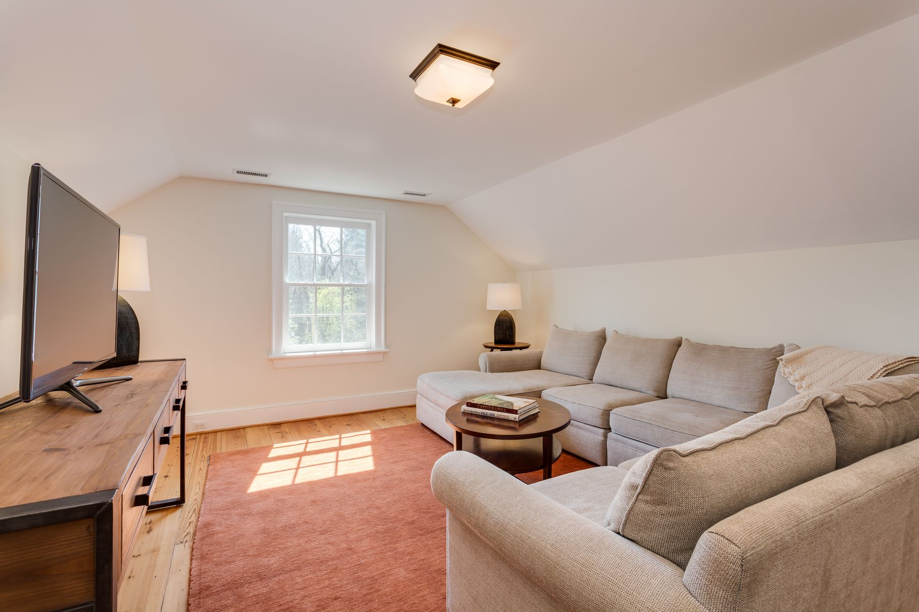 Additional photo for property listing at 684 Ivy Depot Rd  Charlottesville, Virginia 22903 United States