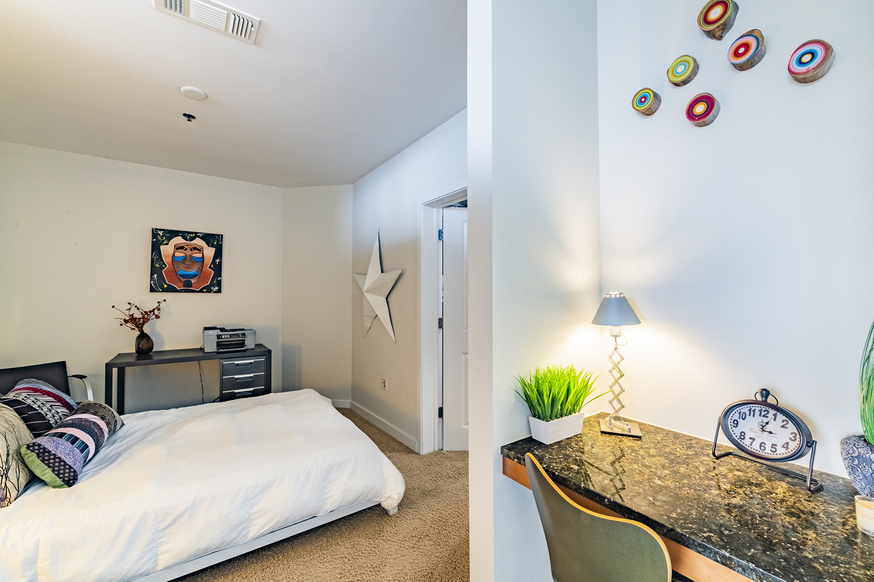 Additional photo for property listing at Live Above The Rest In A Quaint One Bedroom On The 27th Floor With Amazing views 855 Peachtree Street No. 2704, Atlanta, Georgia 30308 Estados Unidos