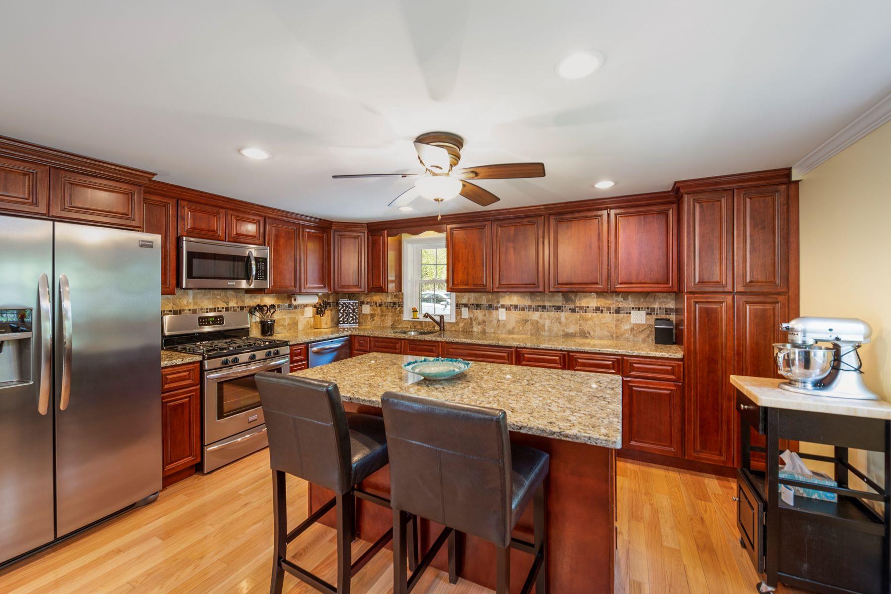 Single Family Homes por un Venta en 103 N Main St Sherborn, Massachusetts 01770 Estados Unidos