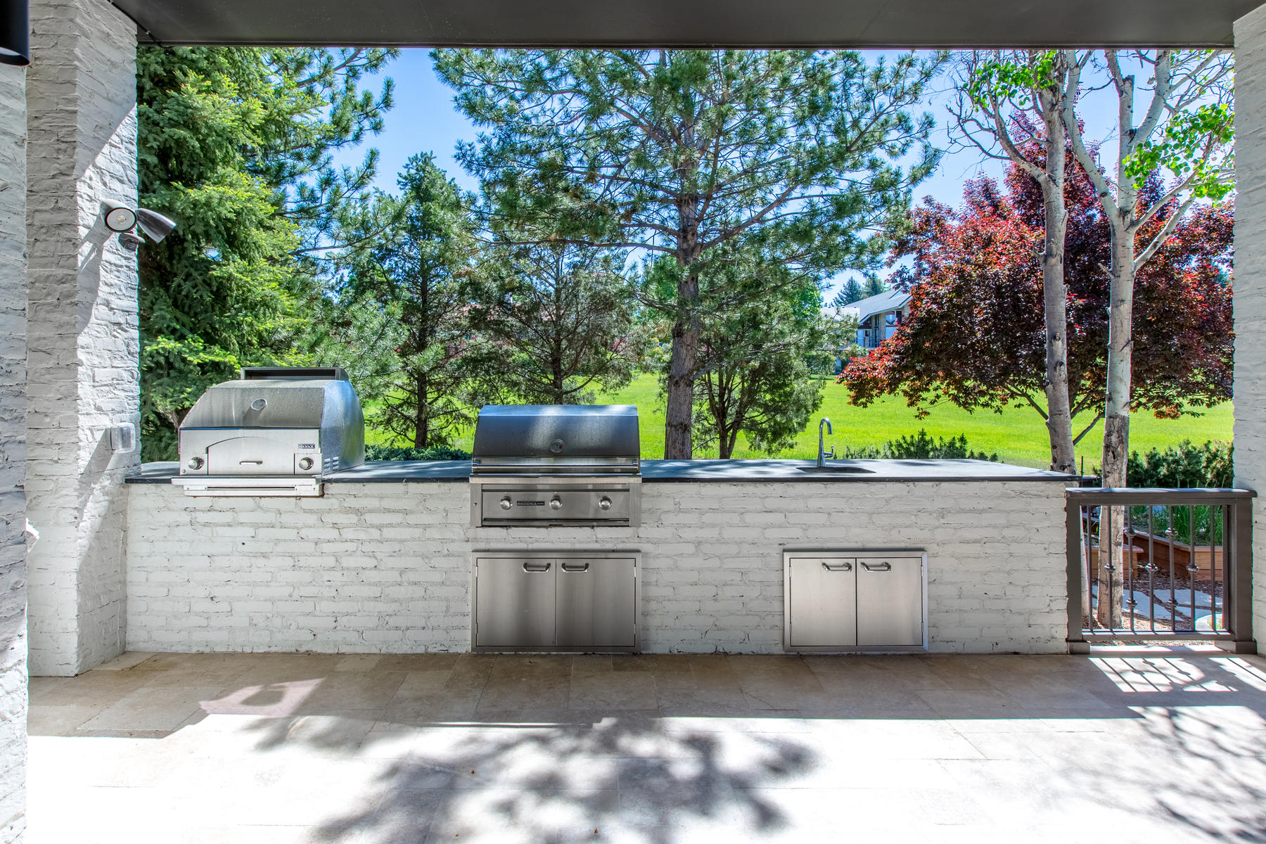 Additional photo for property listing at Timeless Beauty and Captivating Mountain Views 89 Glenmoor Place Cherry Hills Village, Colorado 80113 United States