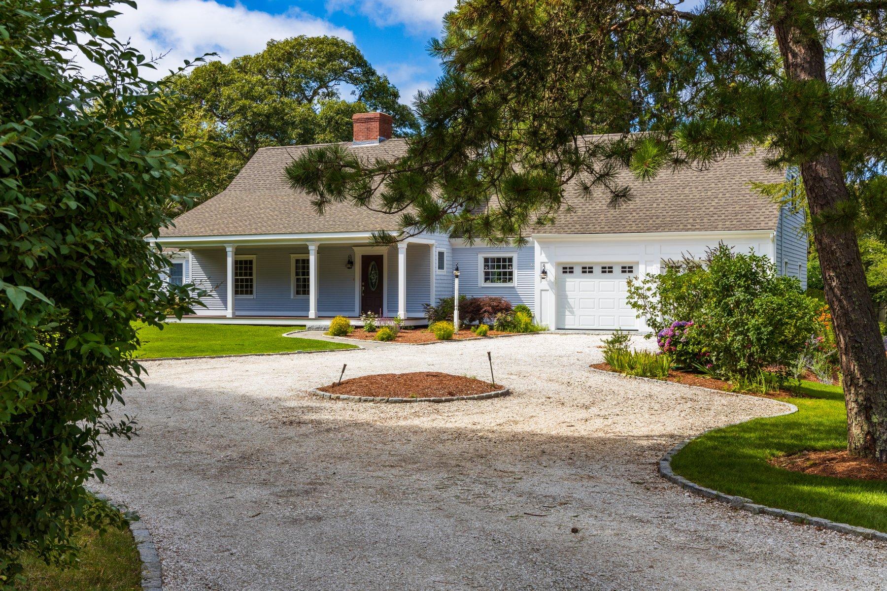 Single Family Homes pour l Vente à 76 Uncle Venies Rd., Harwich, MA 02645 76 Uncle Venies Road Harwich, Massachusetts 02645 États-Unis