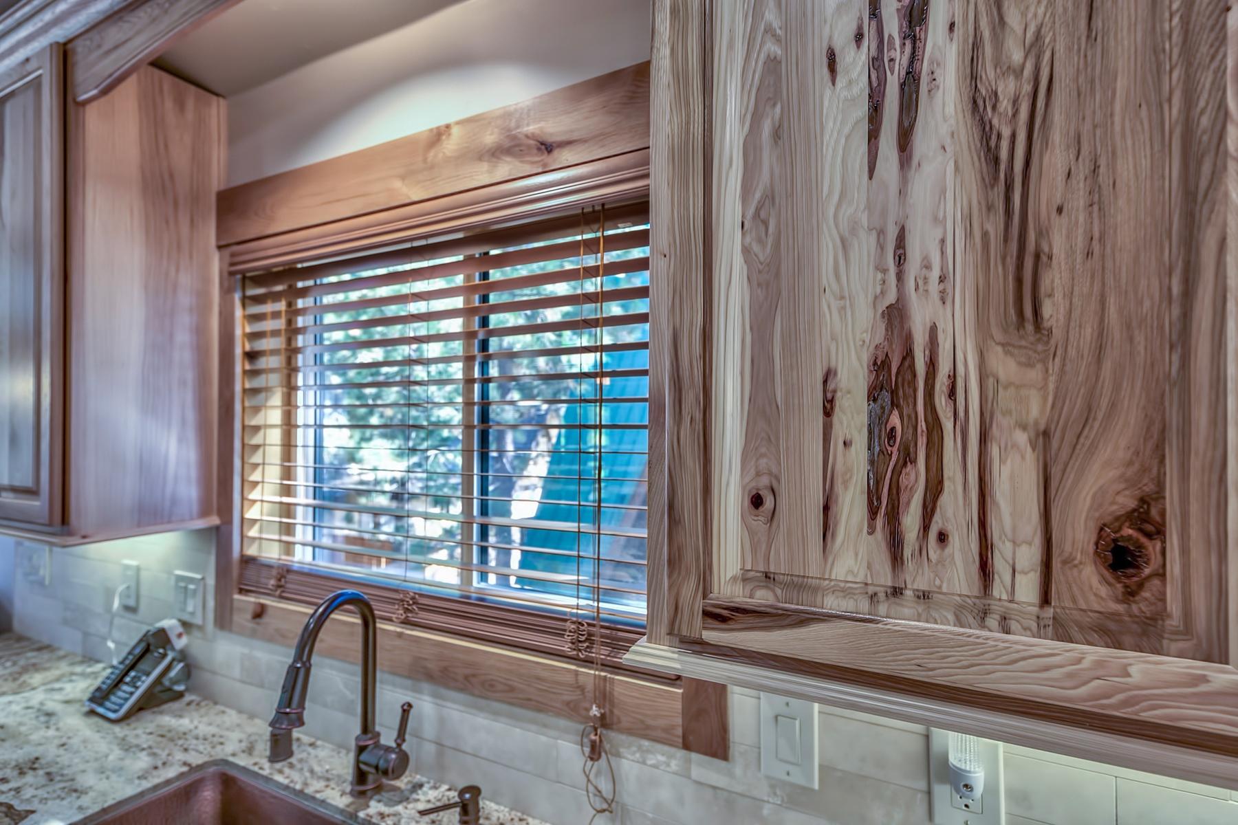 Additional photo for property listing at 917 Creekwood Drive, South Lake Tahoe, CA 96150 917 Creekwood Drive South Lake Tahoe, California 96150 United States