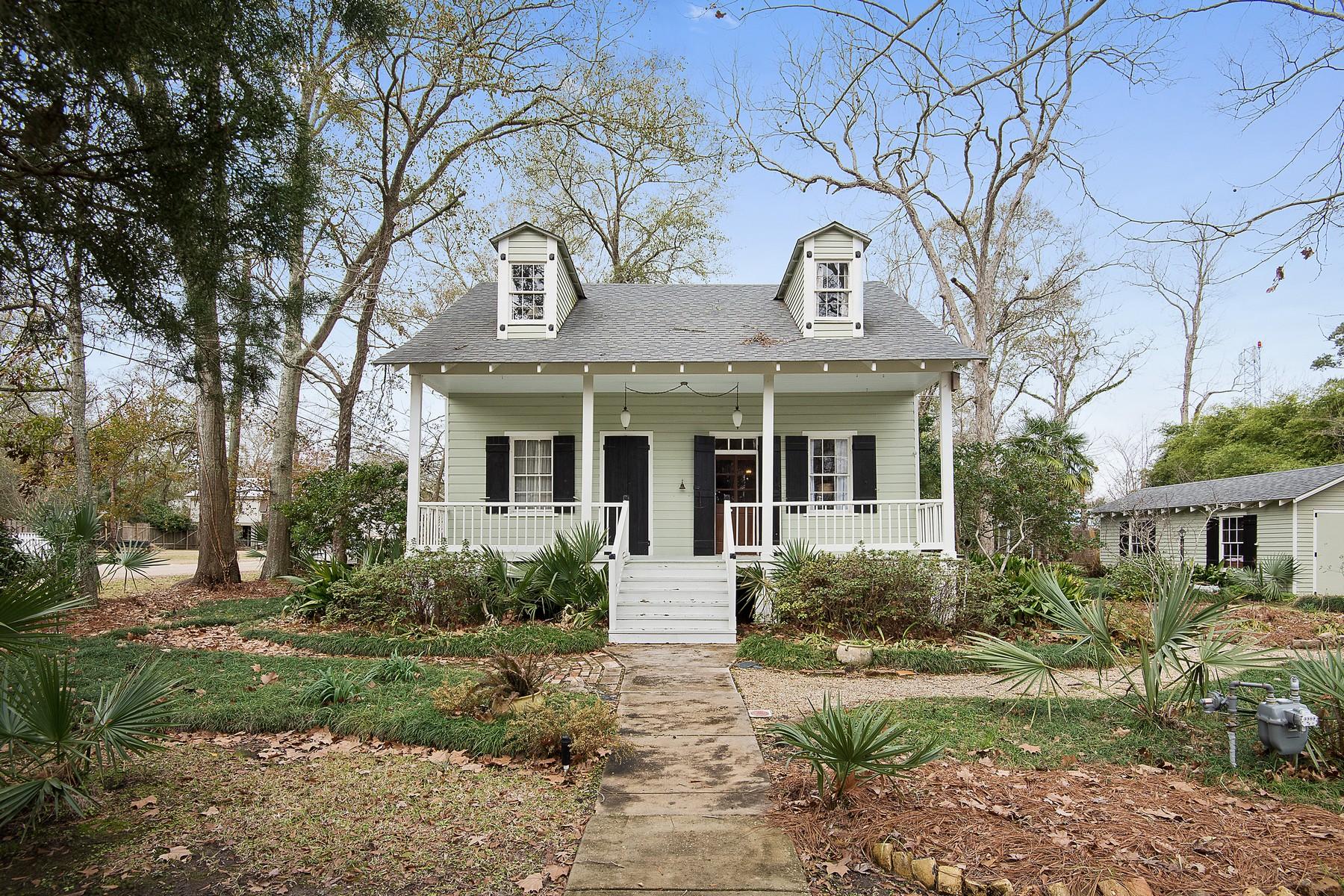 Einfamilienhaus für Verkauf beim 302 Marigny Avenue Mandeville, Louisiana, 70448 Vereinigte Staaten