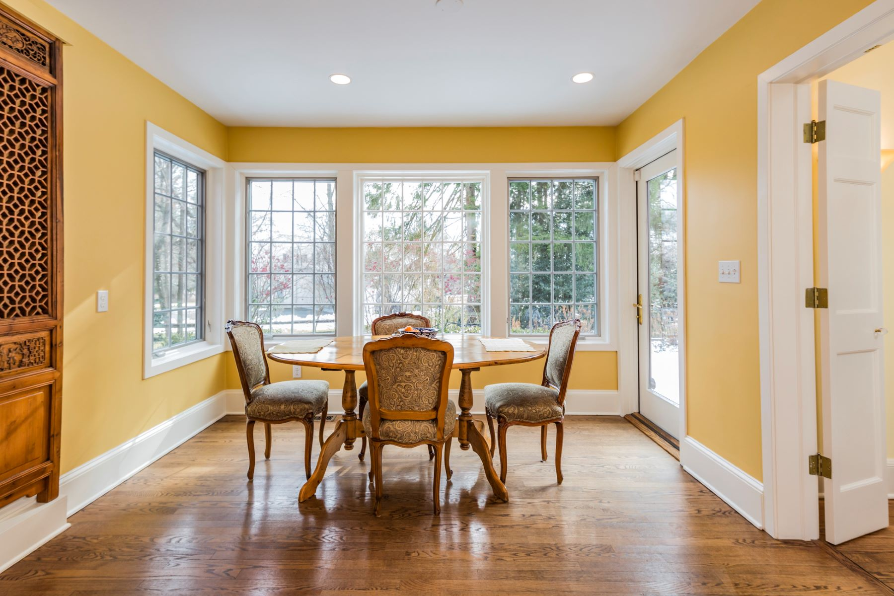 Additional photo for property listing at Updated 1930's Home Skirting the IAS Grounds 99 Battle Road Circle, Princeton, New Jersey 08540 United States