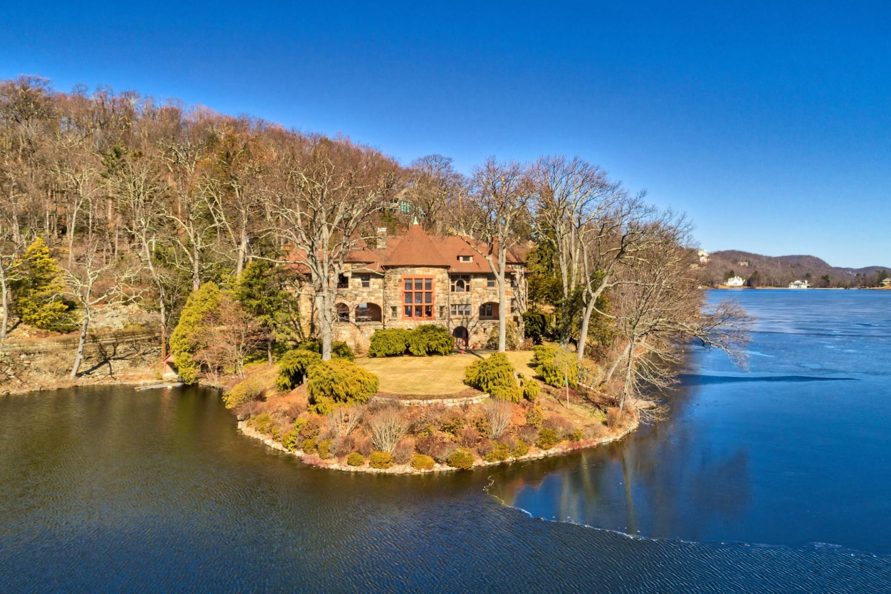 "Casa Unifamiliar por un Venta en ""Turtle Point"" 79 Turtle Point Road Tuxedo Park, Nueva York 10987 Estados Unidos"