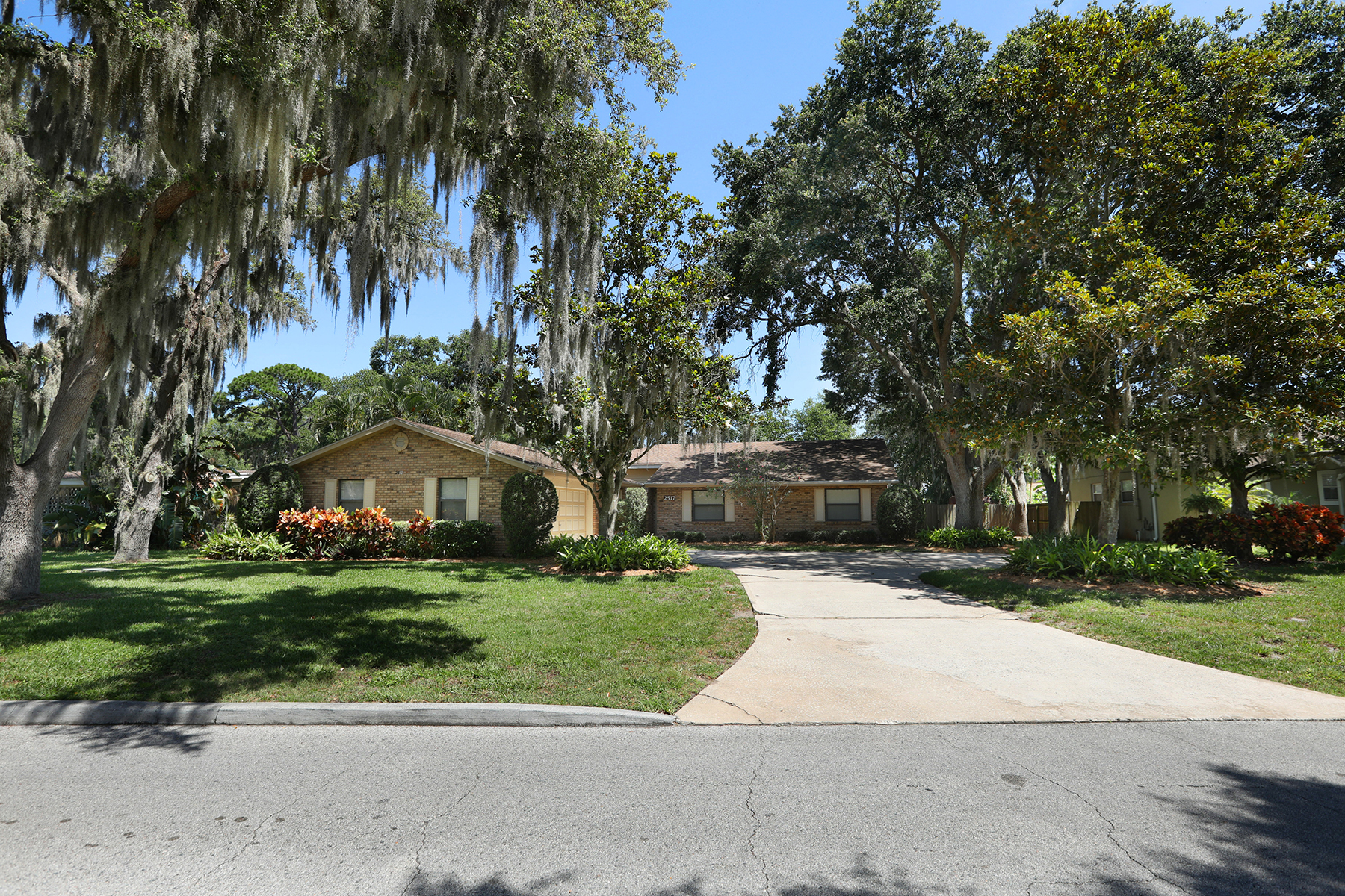 single family homes for Active at ORLANDO 2517 Homewood Dr Belle Isle, Florida 32809 United States
