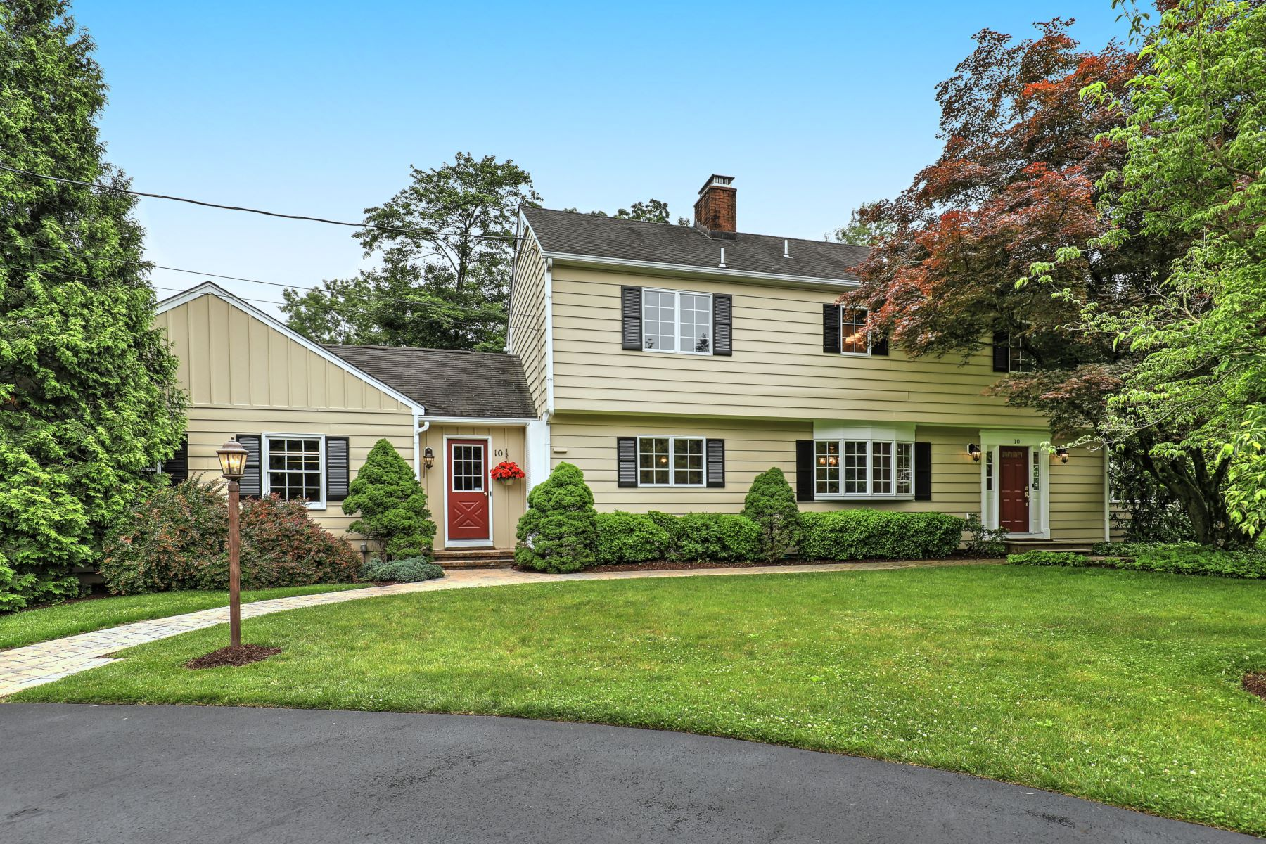 Single Family Homes por un Venta en Well Maintained Colonial 10 South Fairview Drive, Basking Ridge, Nueva Jersey 07920 Estados Unidos