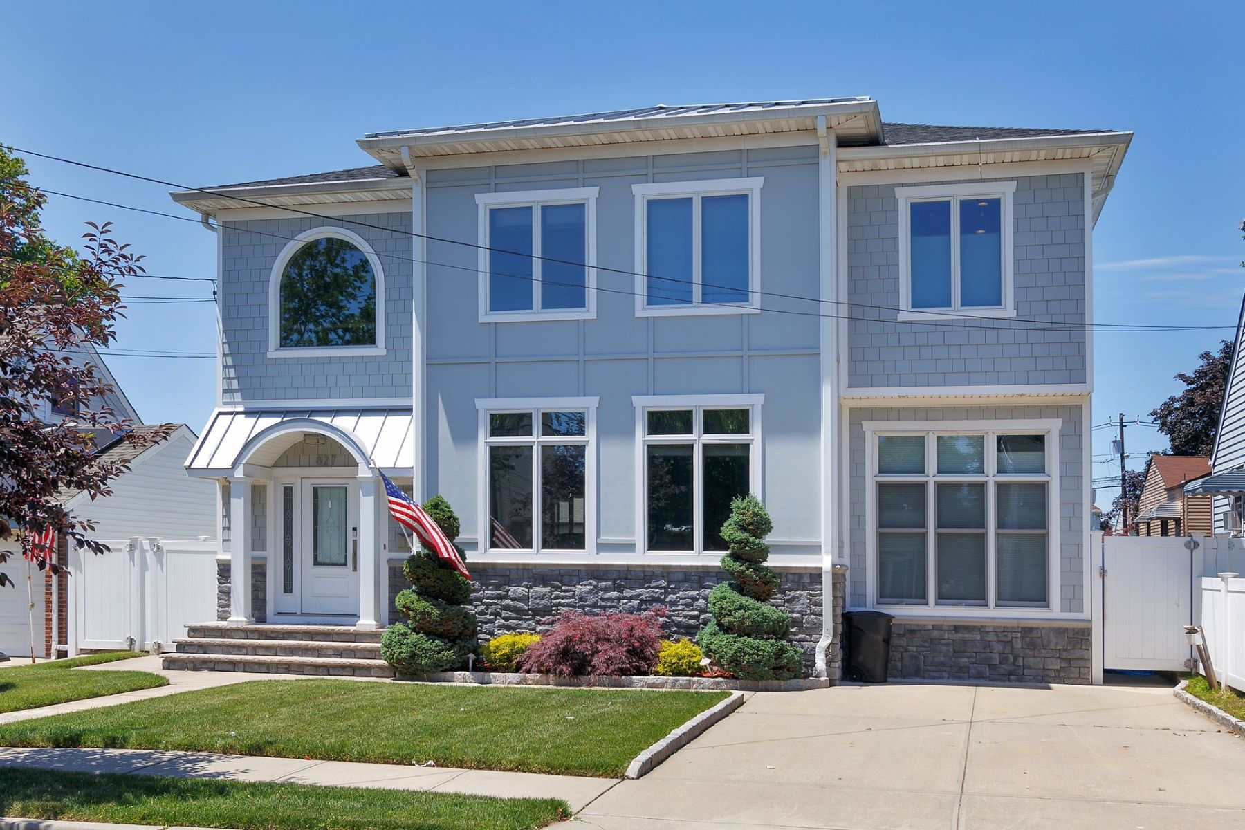 Single Family Homes للـ Sale في Contemporary home in the heart of Secaucus 827 4th Street, Secaucus, New Jersey 07094 United States