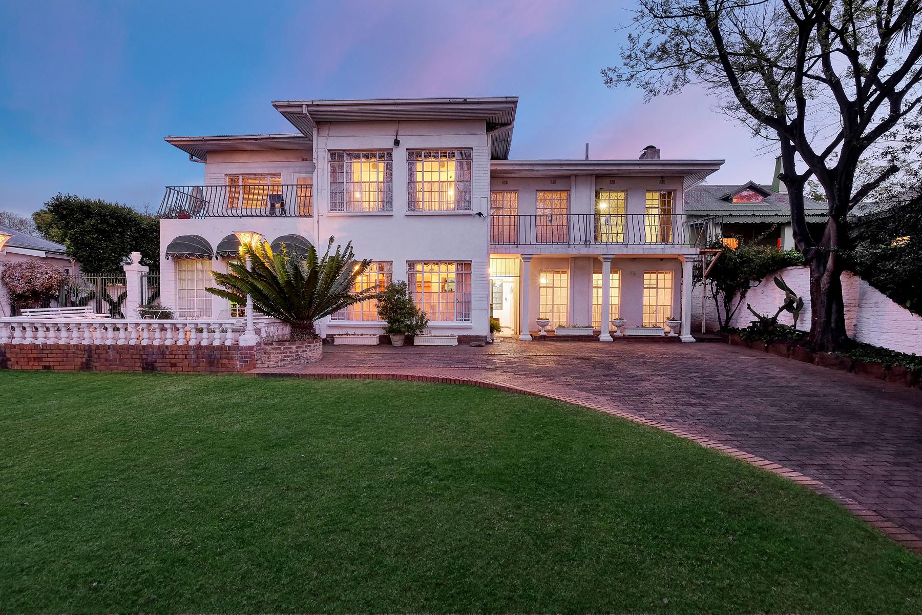 Частный односемейный дом для того Продажа на Parkview Johannesburg, Гаутенг, 2193 Южная Африка