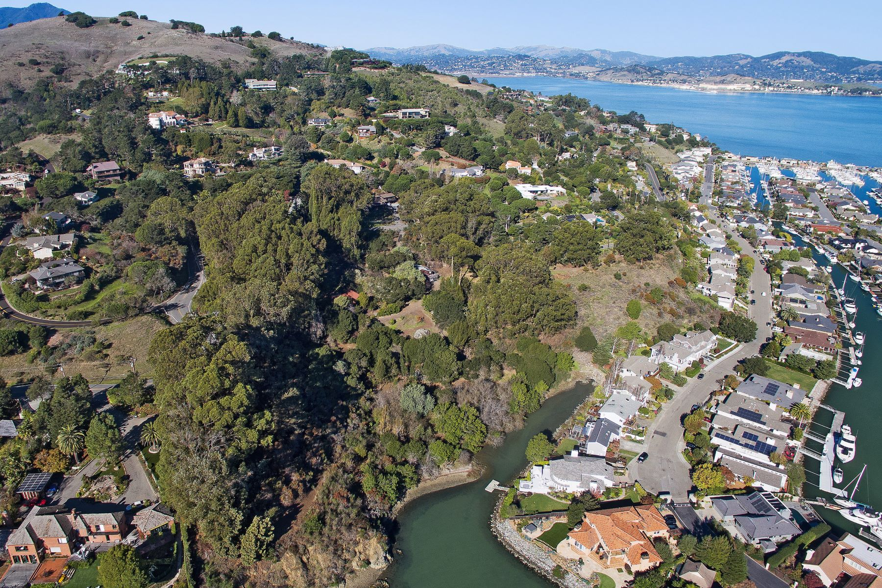 واحد منزل الأسرة للـ Sale في Your Piece of Paradise 4576 Paradise Drive Tiburon, California 94920 United States