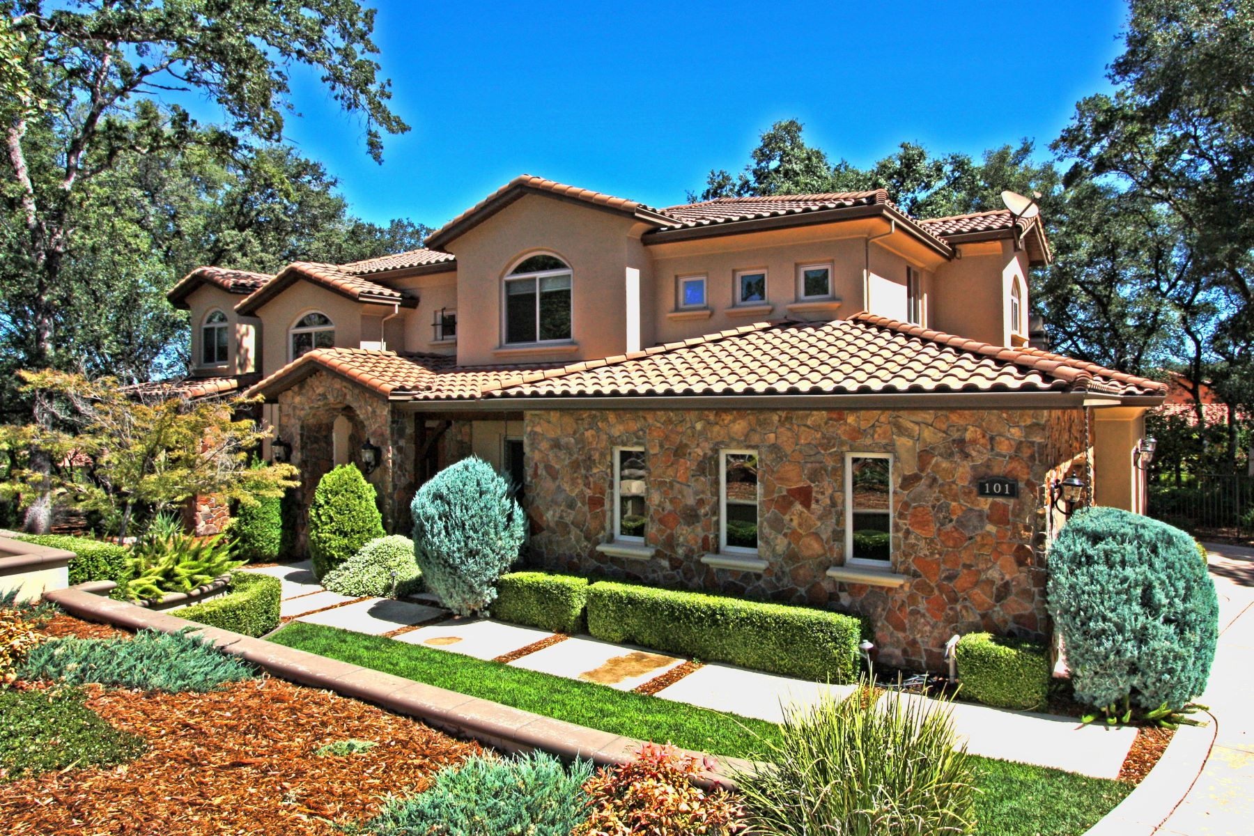 واحد منزل الأسرة للـ Sale في Captivating custom home within prestigious Serrano Country Club 101 Martini Court El Dorado Hills, California 95762 United States