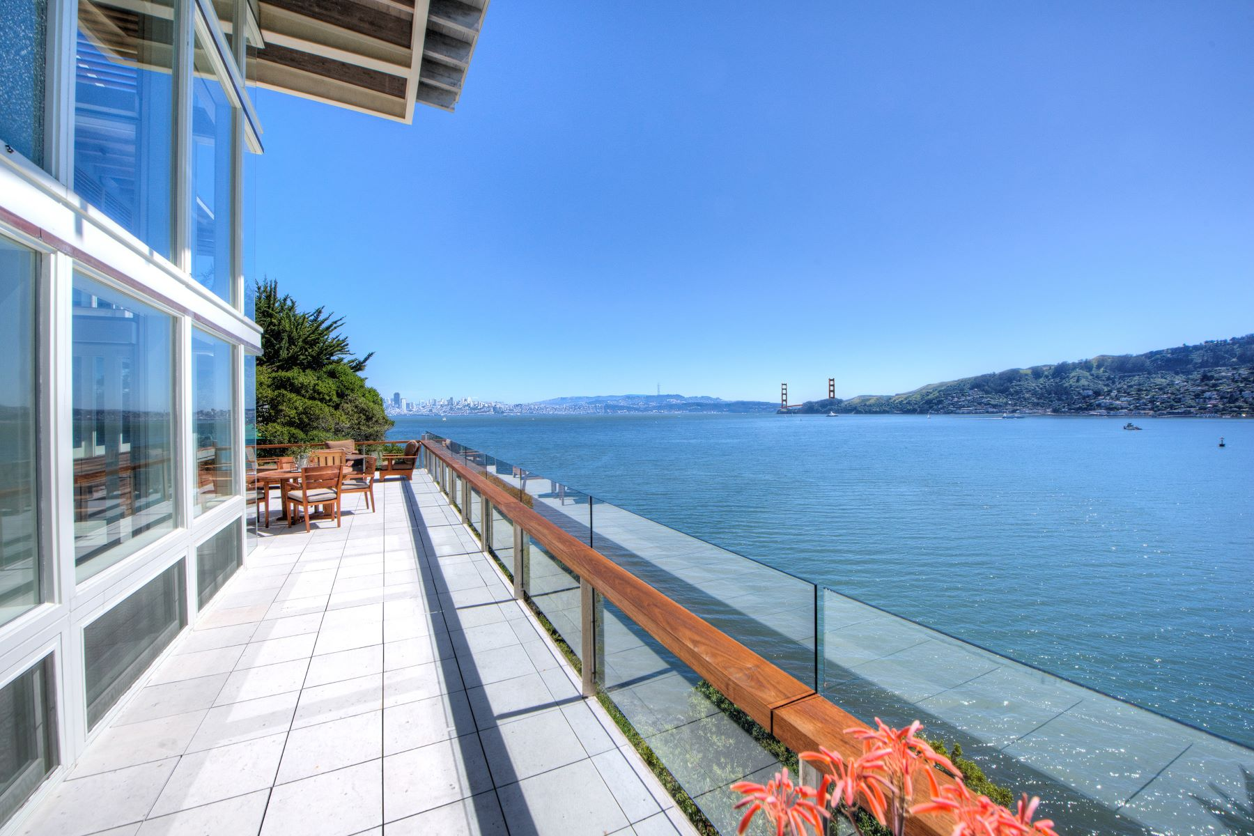 Additional photo for property listing at Cliffside Contemporary 8 Cliff Road Belvedere, California 94920 Estados Unidos
