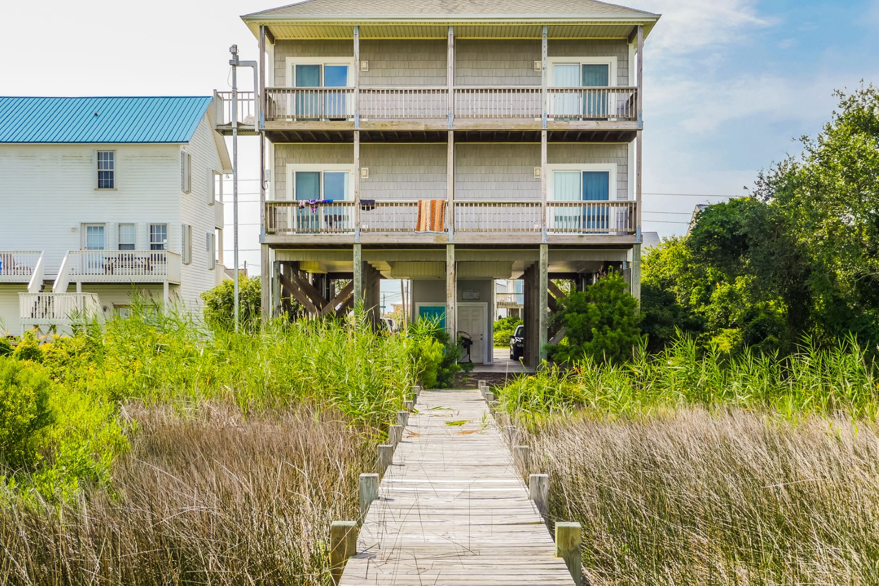 Moradia em banda para Venda às A Serene Beach Home with Impeccable Views 1227A N New River Drive Surf City, Carolina Do Norte, 28445 Estados Unidos