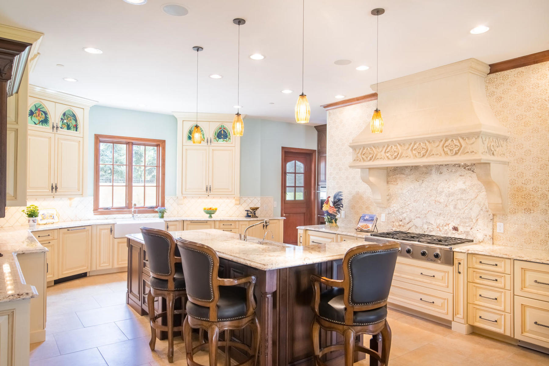 Additional photo for property listing at This English manor home is nestled on 2.5 serene acres in Cherry Hills Village. 1 Tenaya Ln Cherry Hills Village, Colorado 80113 United States