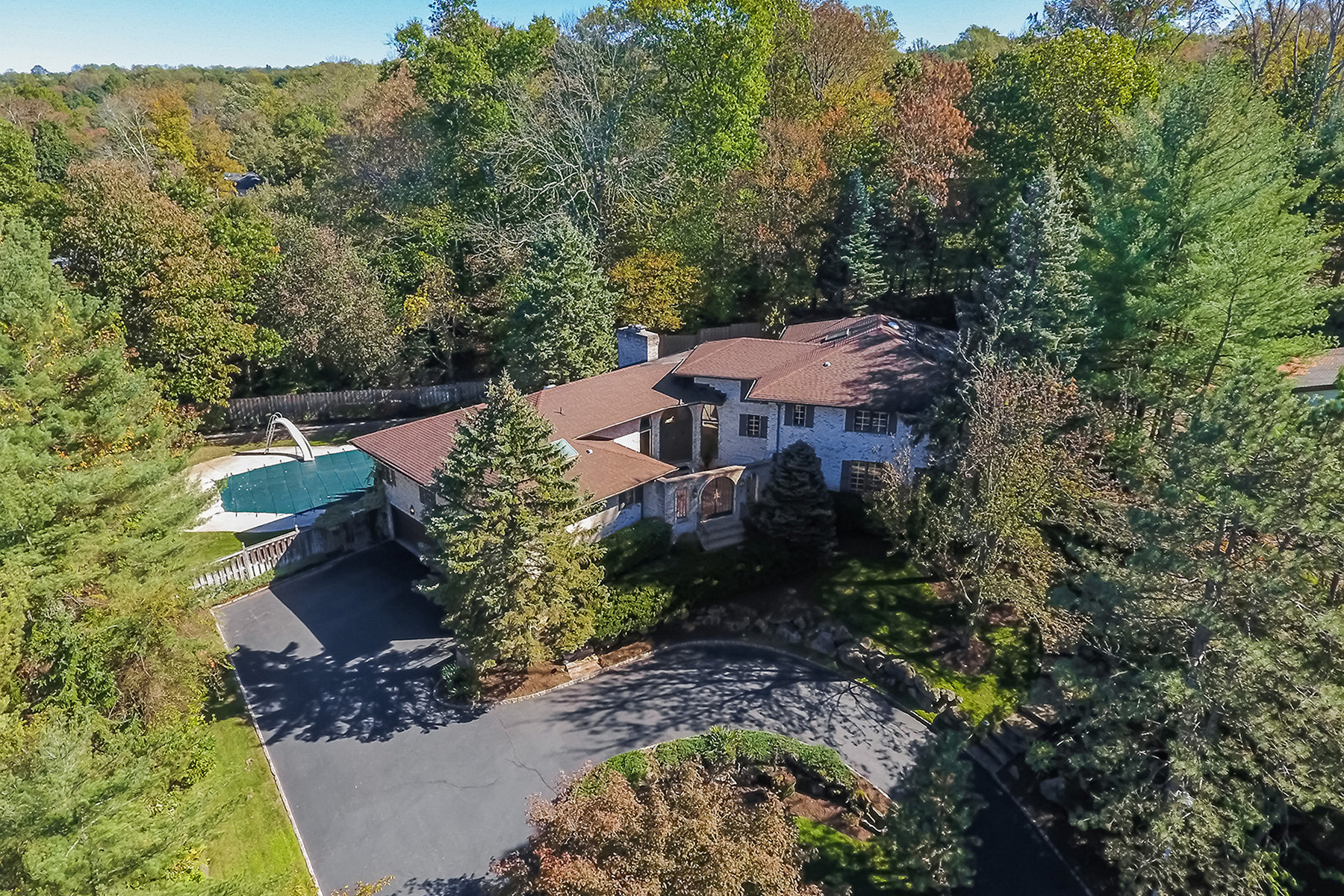 Additional photo for property listing at Impressive All Brick Custom Home 7 Lenape Road, Short Hills, New Jersey 07078 United States