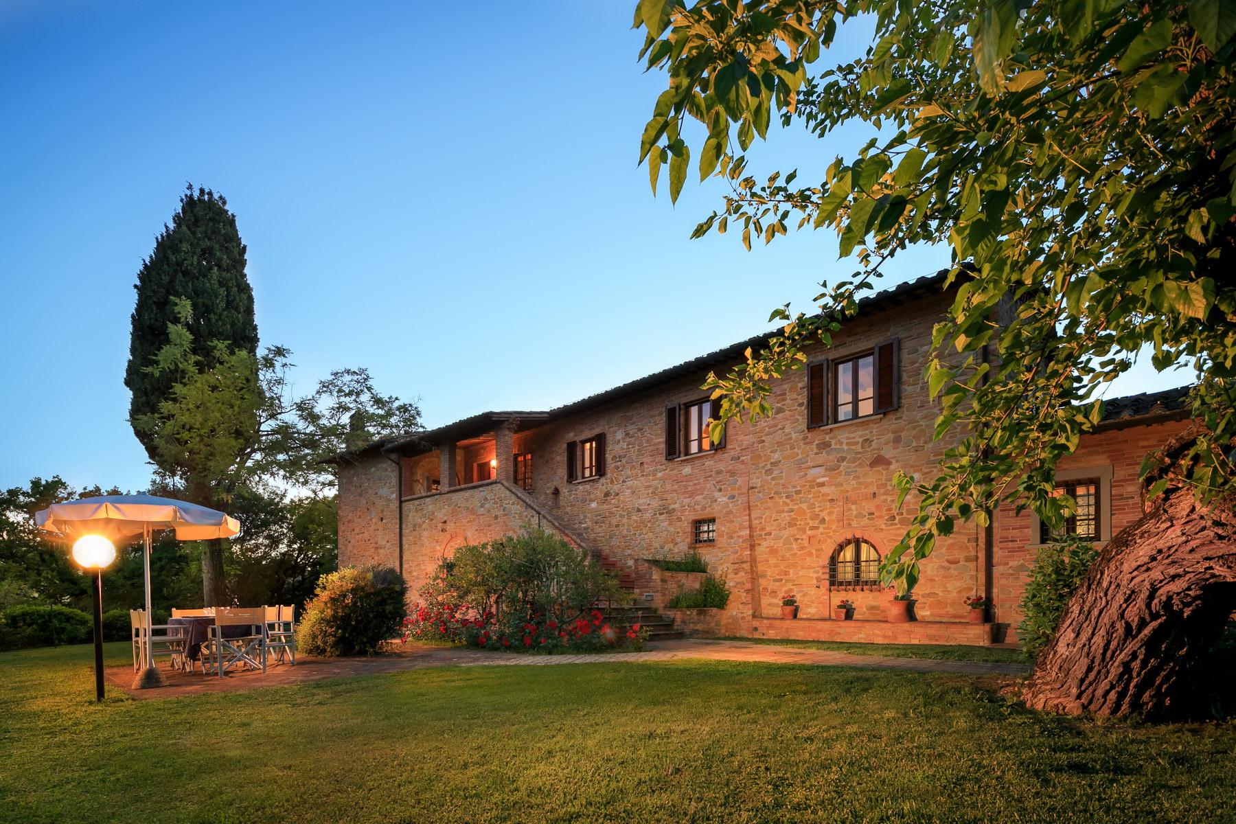 Einfamilienhaus für Verkauf beim Wonderful farmhouse in the Tuscan countryside Via delle Colline Montaione, Florence 50050 Italien