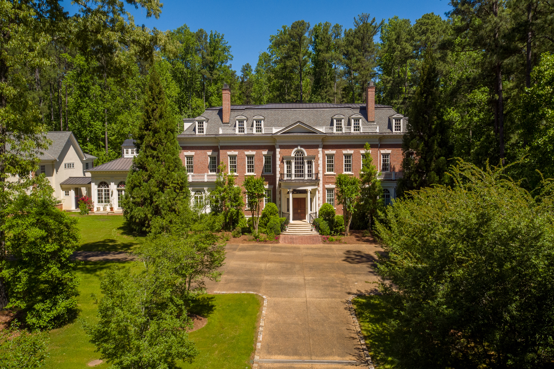 Частный односемейный дом для того Продажа на Exquisite Private Estate, Architectural Gem In Peachtree City 321 Loring Lane Peachtree City, Джорджия 30269 Соединенные Штаты