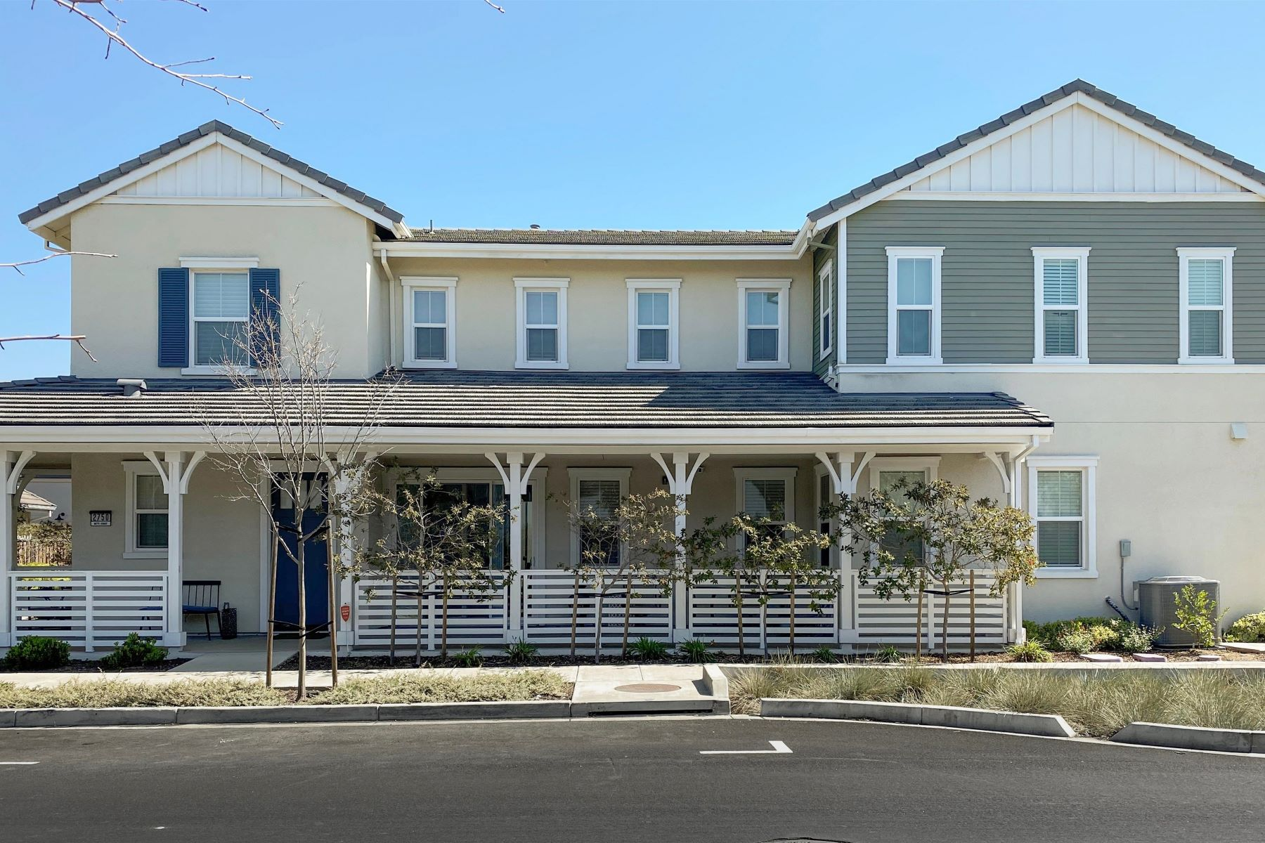 Single Family Homes for Sale at Spacious Open Floor Plan 2750 Bette Street Alameda, California 94501 United States