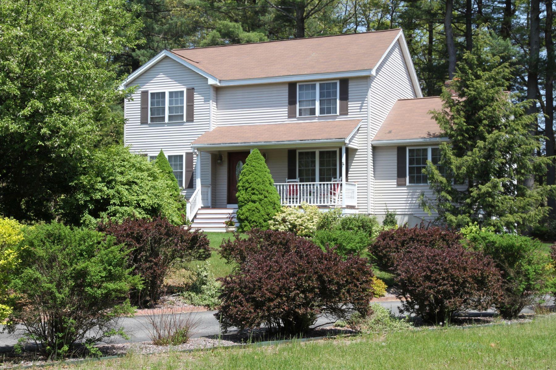 Casa para uma família para Venda às Immaculate Colonial 60 Briana Lee Circle Tewksbury, Massachusetts, 01876 Estados Unidos