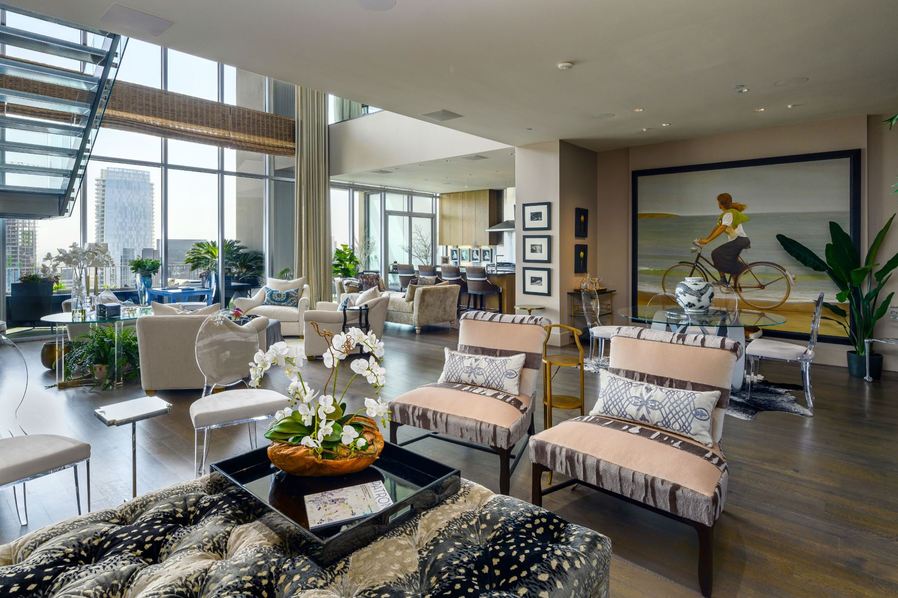 Condominiums for Sale at One Arts Plaza Penthouse 1717 Arts Plaza, #2307 Dallas, Texas 75201 United States