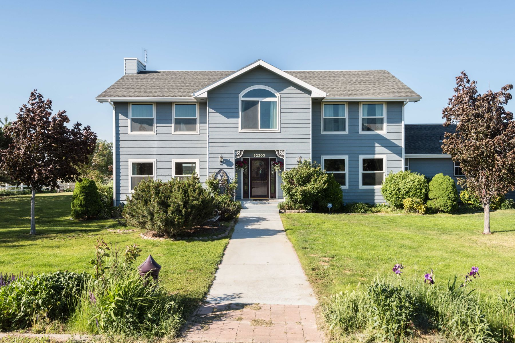 Single Family Home for Sale at Beautiful 2 story home in the country on 15+ acres! 32203 S Clodfelter Road Kennewick, Washington 99338 United States