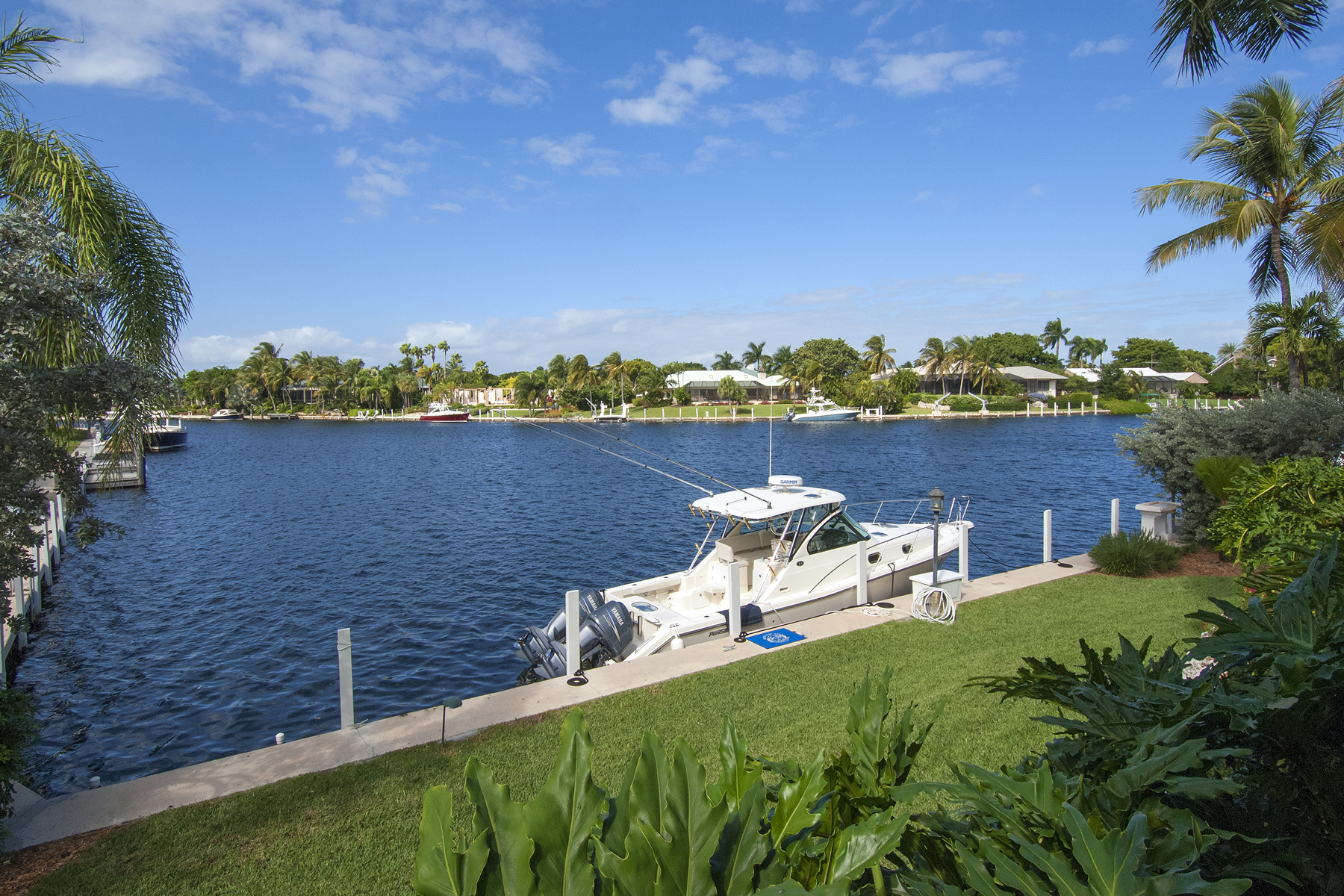 Additional photo for property listing at Island Style Waterfront Home at Ocean Reef 9 Bay Ridge Road Key Largo, Florida 33037 Stati Uniti