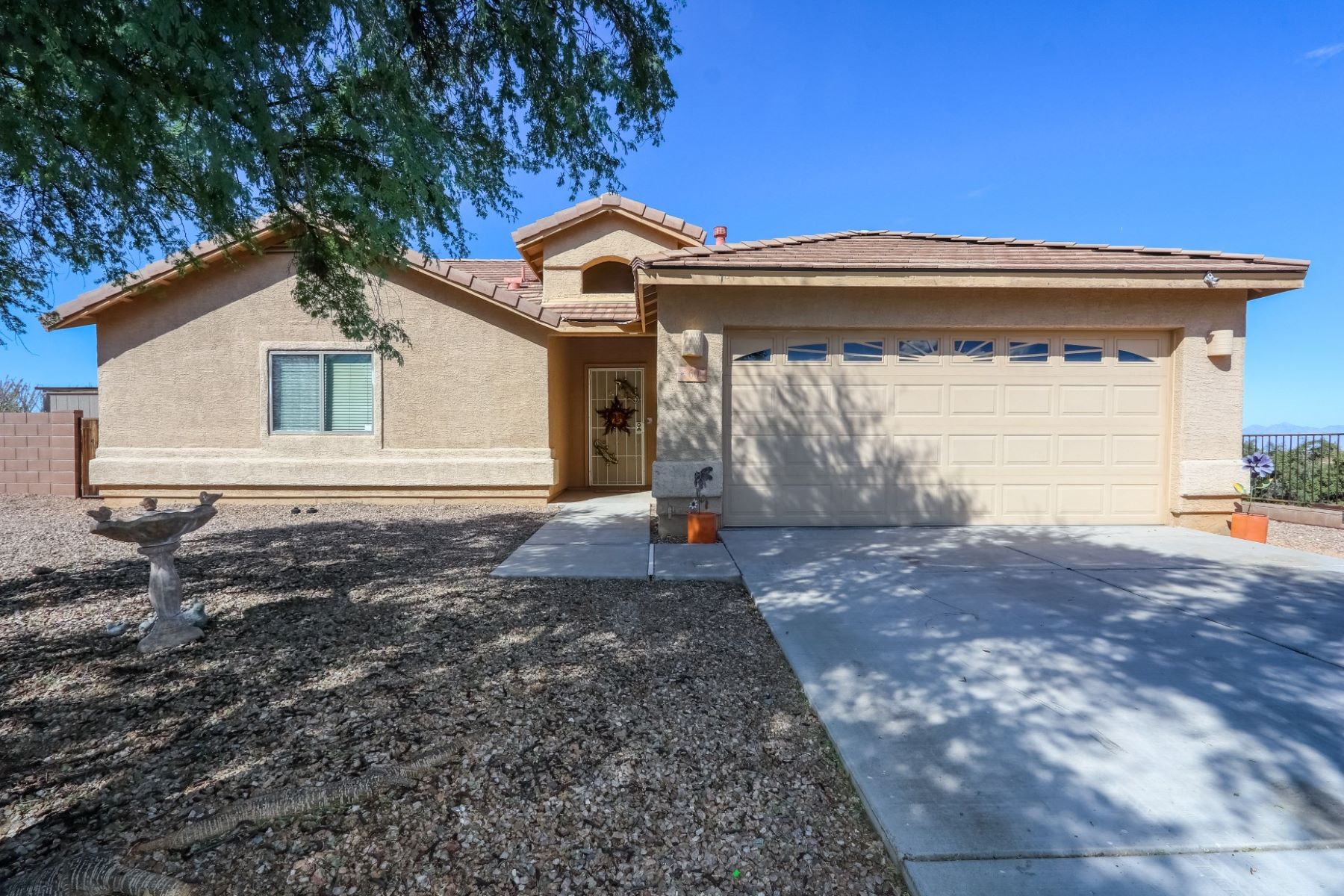 Single Family Homes for Sale at Great Family Home With Great School District 604 W. Grantham Street Vail, Arizona 85641 United States