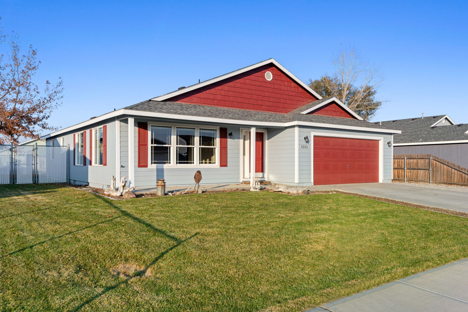 Single Family Homes for Sale at Beautiful Floor Plan With Open Concept Living 9203 Jersey Dr Pasco, Washington 99301 United States