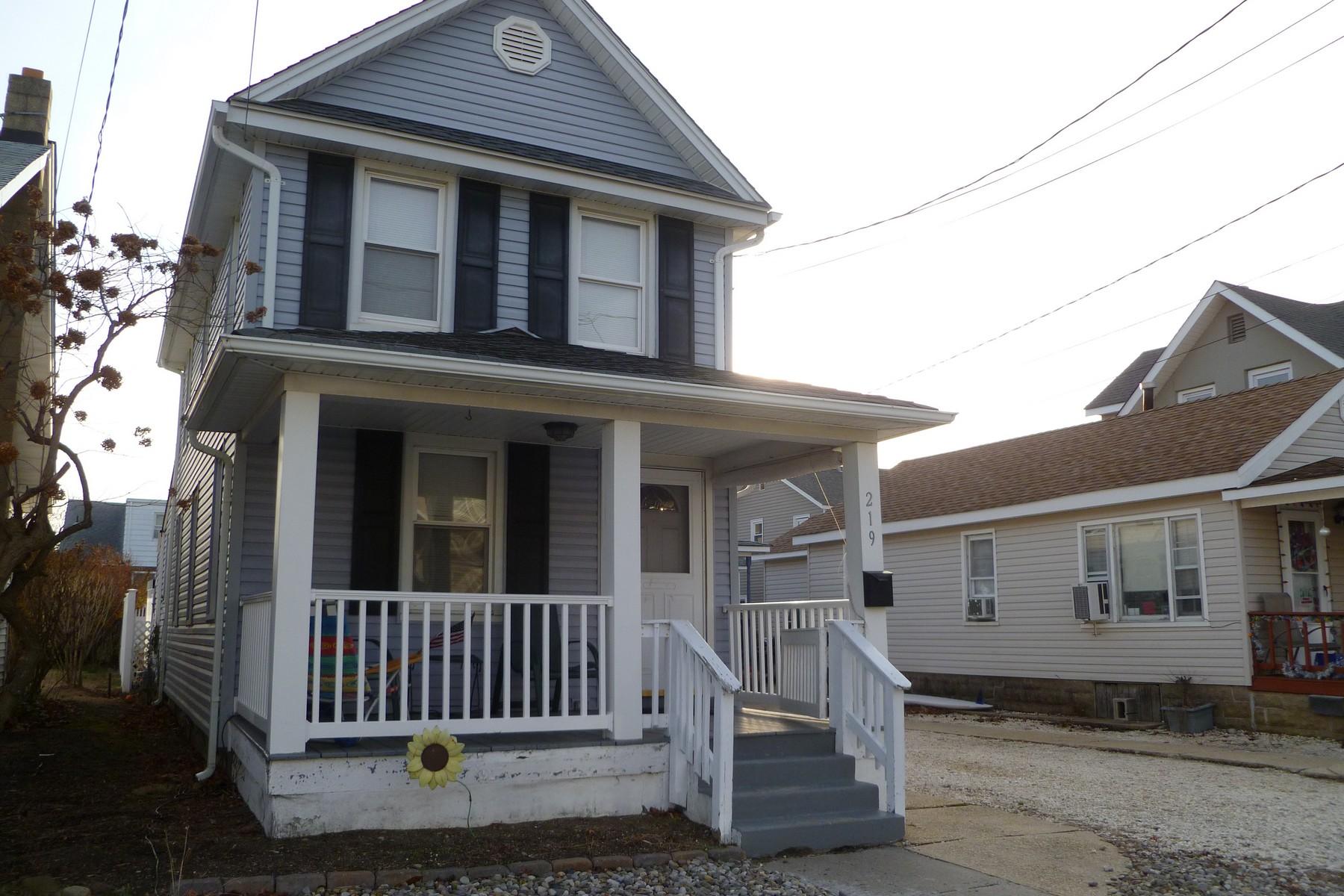 Maison unifamiliale pour l Vente à 2 Blocks to the beach 219 15th Ave Belmar, New Jersey 07719 États-Unis