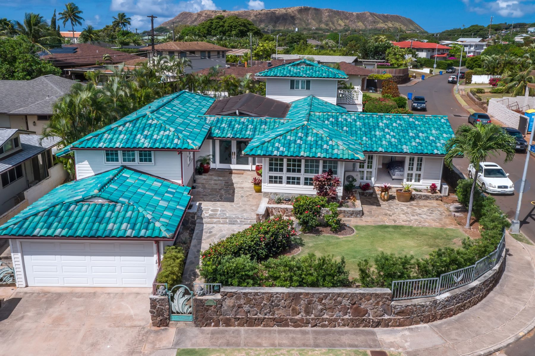 Single Family Home for Sale at Kahala Hideaway 1344 Pueo St Honolulu, Hawaii 96816 United StatesIn/Around: Kahala