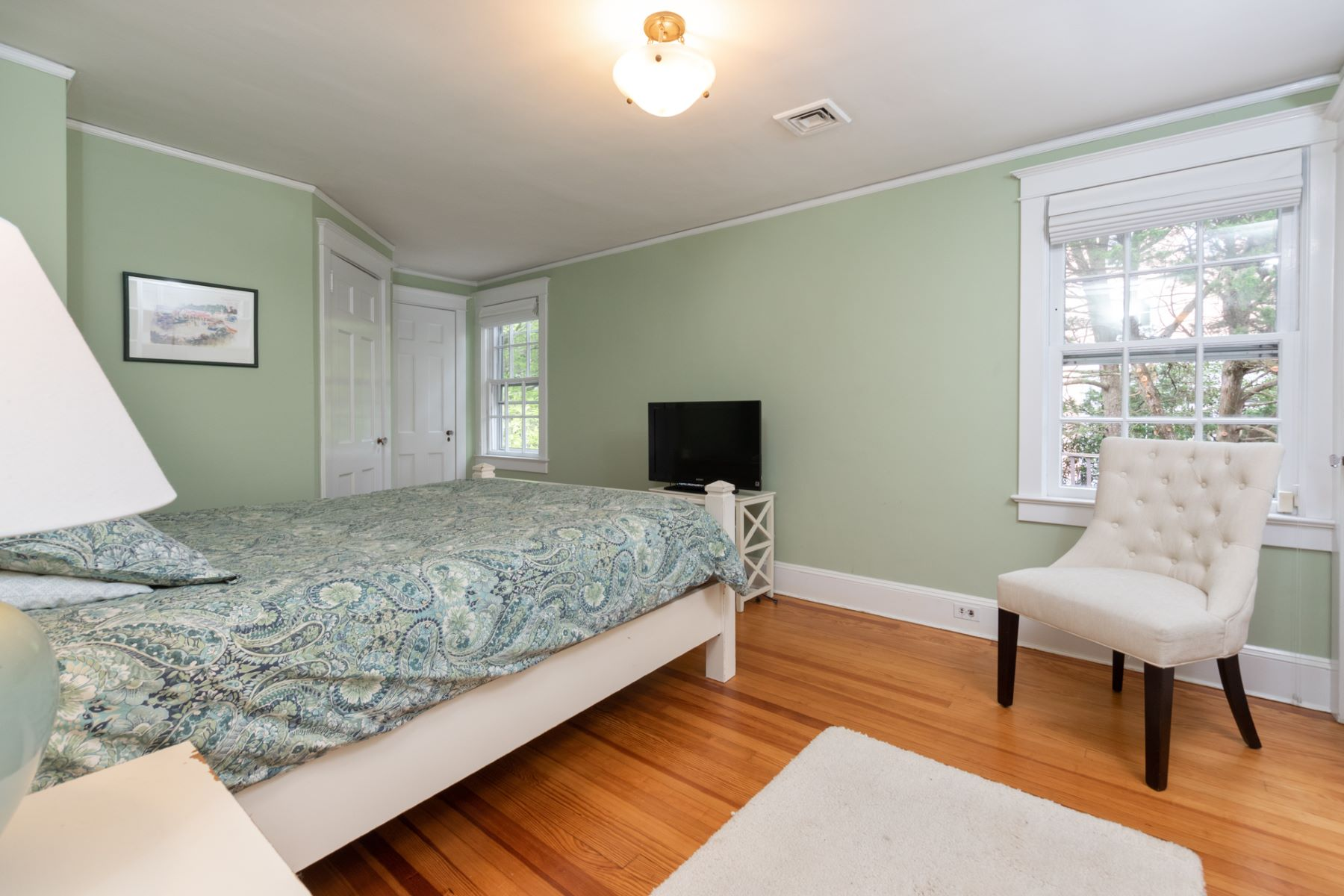 Additional photo for property listing at Just the Right Size, a Stone's Throw from Town 48 Cleveland Lane, Princeton, New Jersey 08540 United States