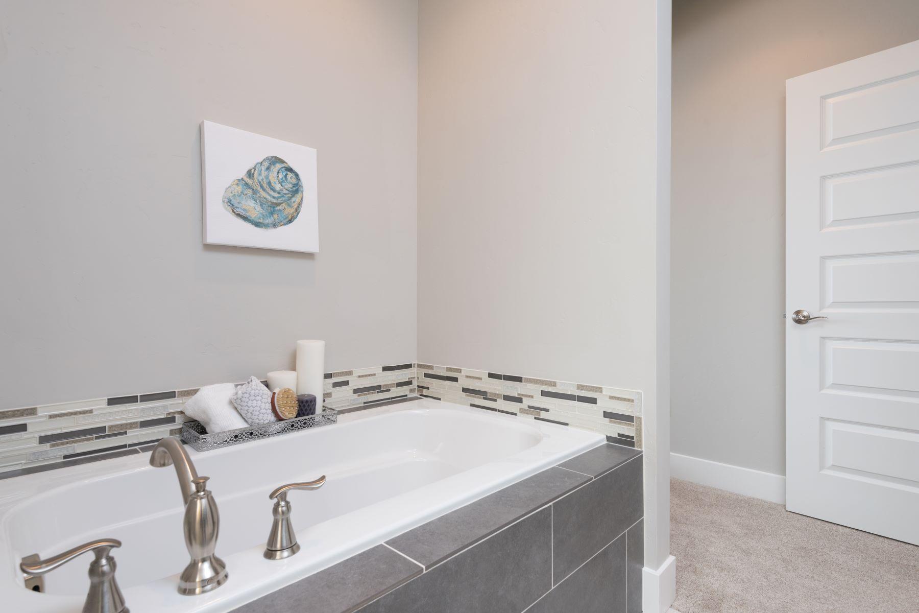 Частный односемейный дом для того Продажа на The Jefferson by Riverwood Homes in Apple Valley 3207 South Van Buren, Kennewick, Вашингтон, 99338 Соединенные Штаты