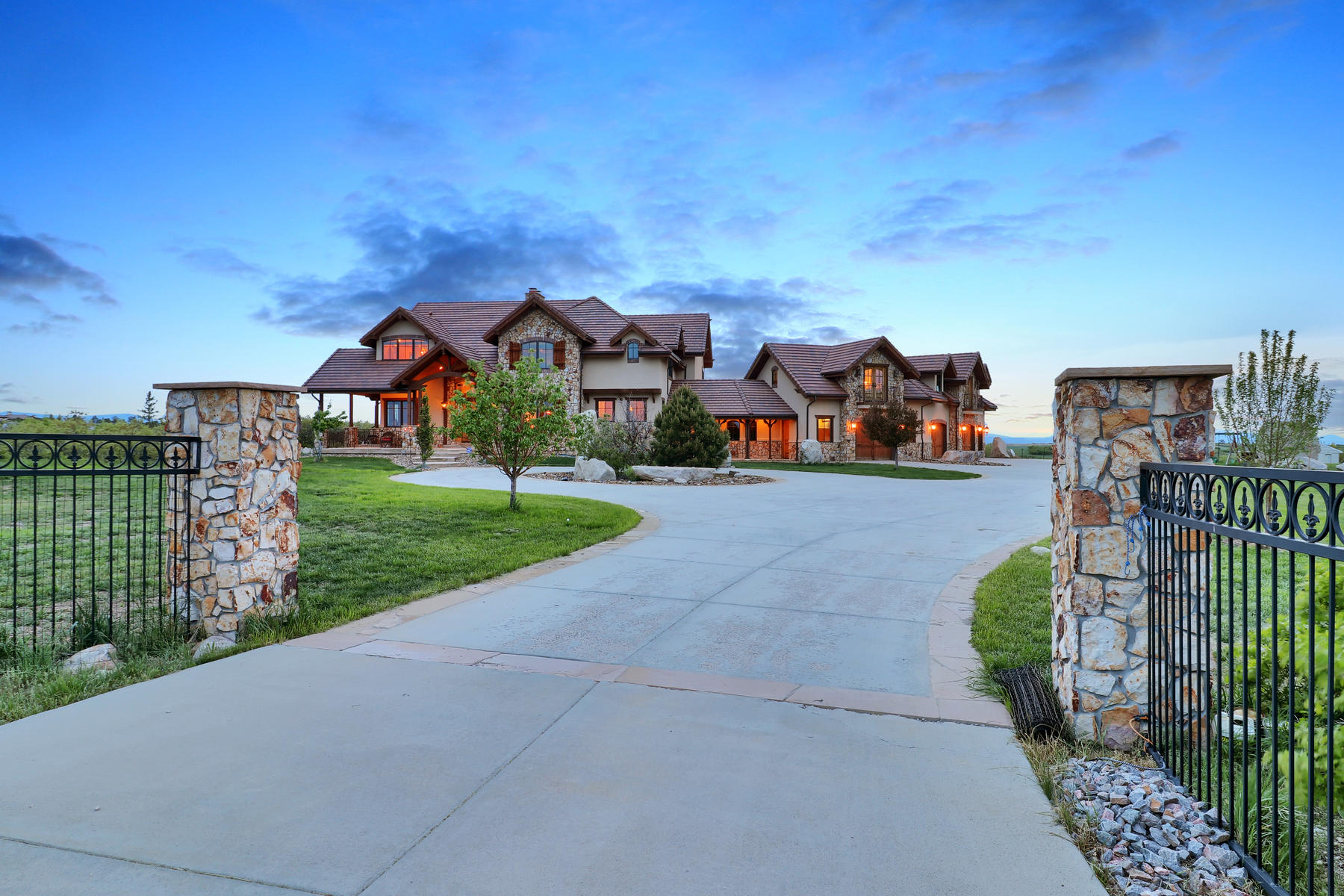Additional photo for property listing at A Setting Like No Other 7663 Buffalo Trl Castle Rock, Colorado 80108 United States
