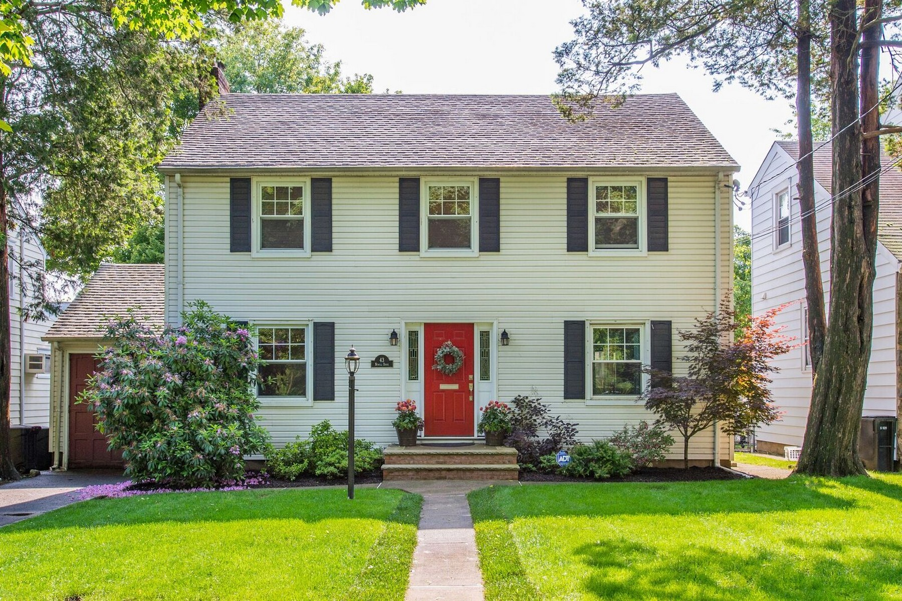 Single Family Homes for Sale at Chic & Comfy Colonial 43 Newell Drive Bloomfield, New Jersey 07003 United States