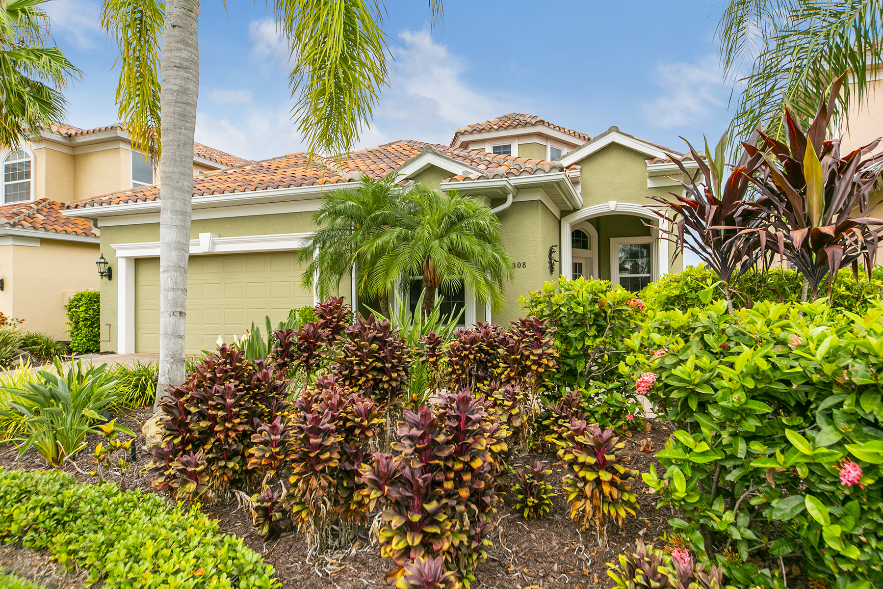 Single Family Homes for Sale at NORTH SHORE AT RIVIERA DUNES 308 9th Ave E Palmetto, Florida 34221 United States