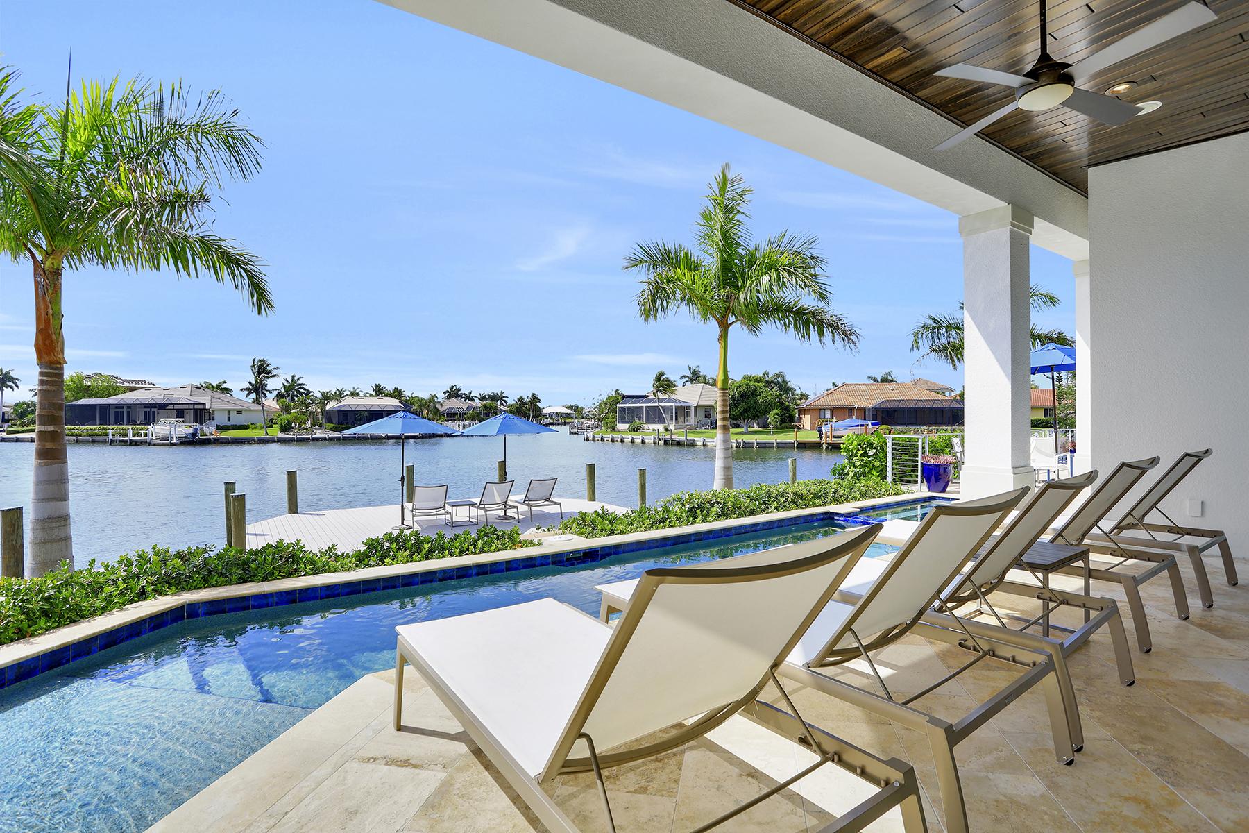 Single Family Homes für Verkauf beim MARCO ISLAND 229 Capistrano Court, Marco Island, Florida 34145 Vereinigte Staaten